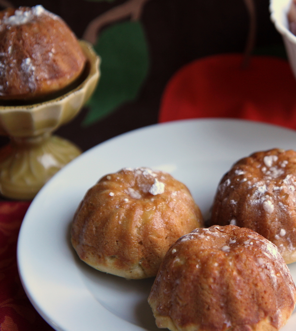 Apple cider mini yeast cakes - Delicious any time of day.