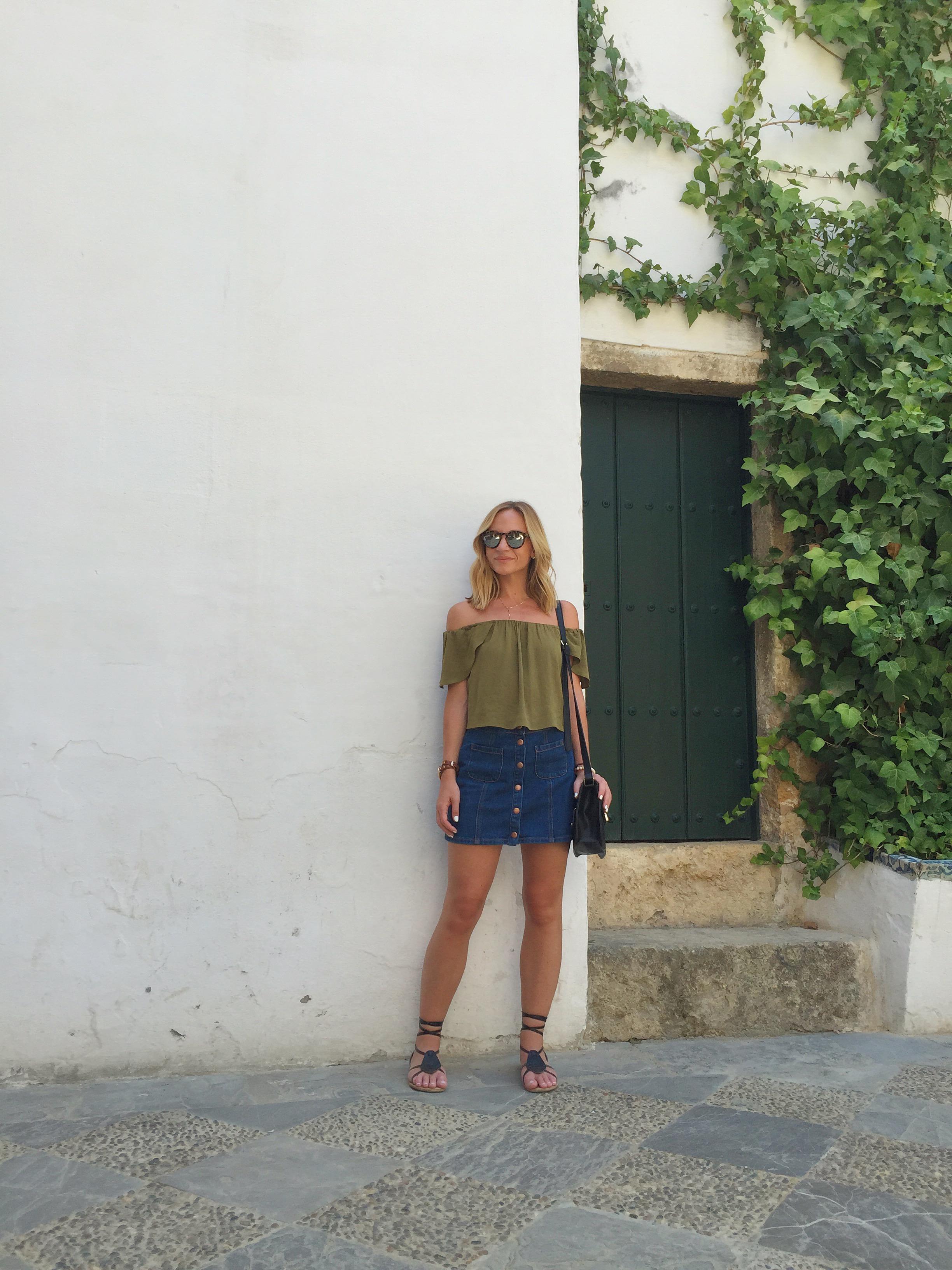 Top:  Topshop , Skirt:  Pacsun , Sandals:  Old Navy ,Sunnies:  Illesteva