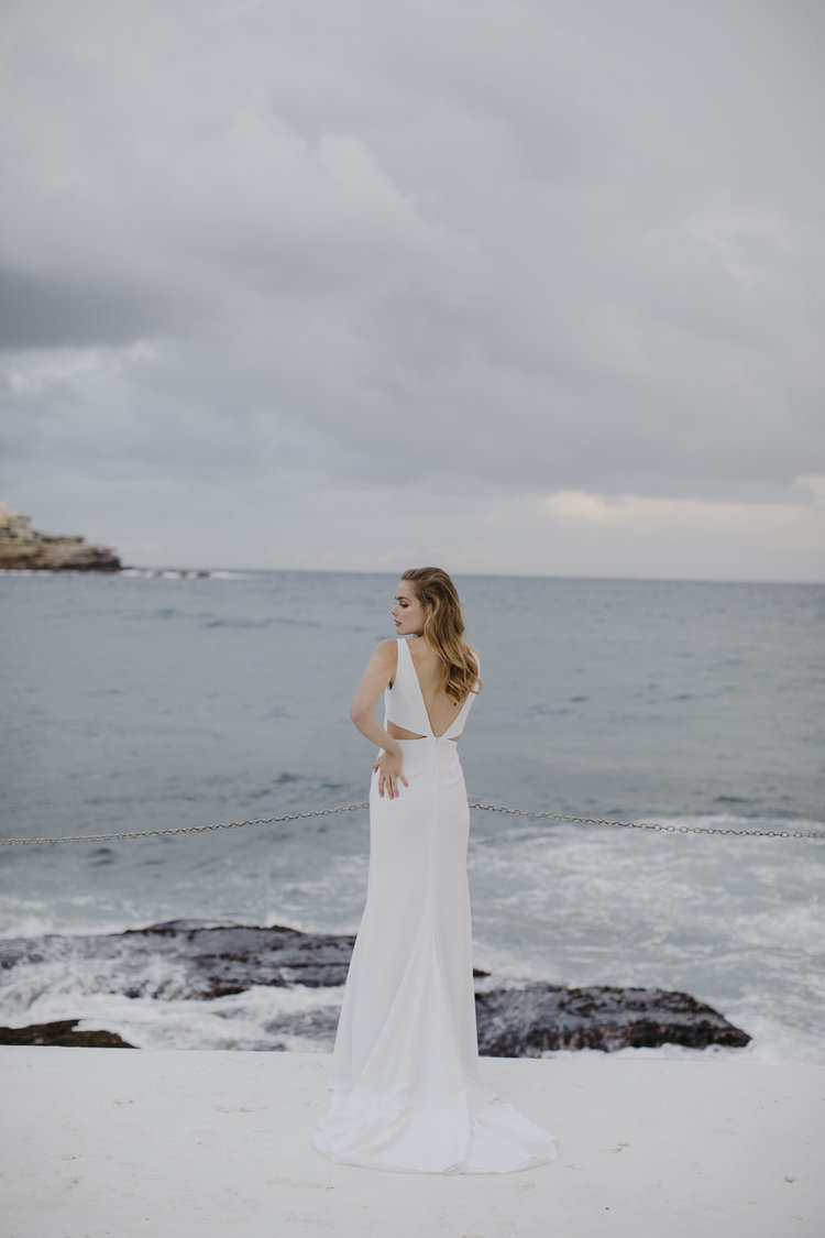 MODERN RELAXED WEDDING DRESS