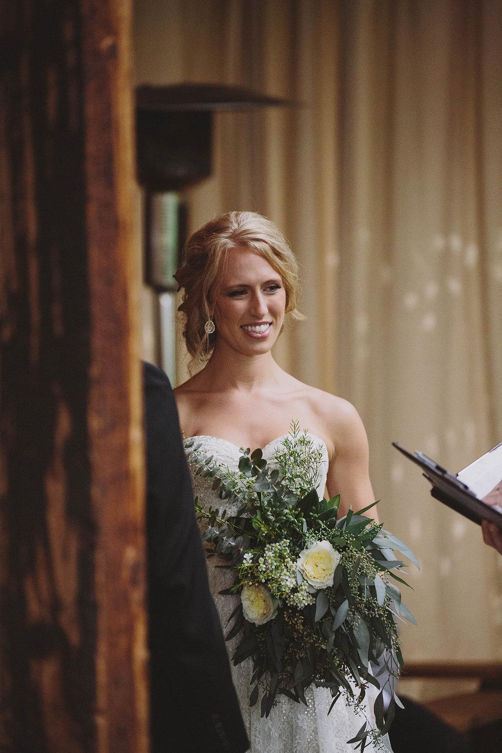 free flowing bridal bouquet
