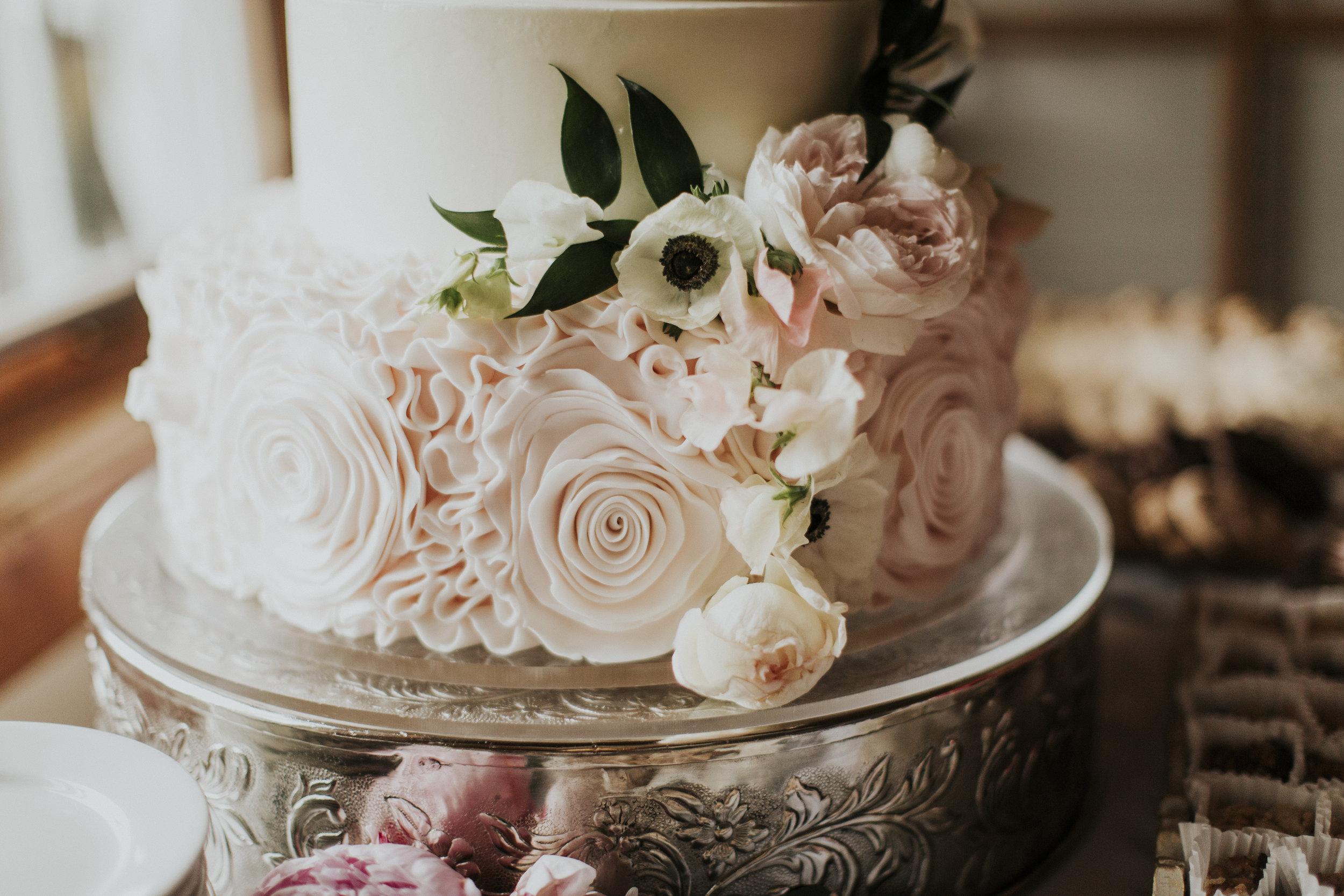 gorgeous cake florals