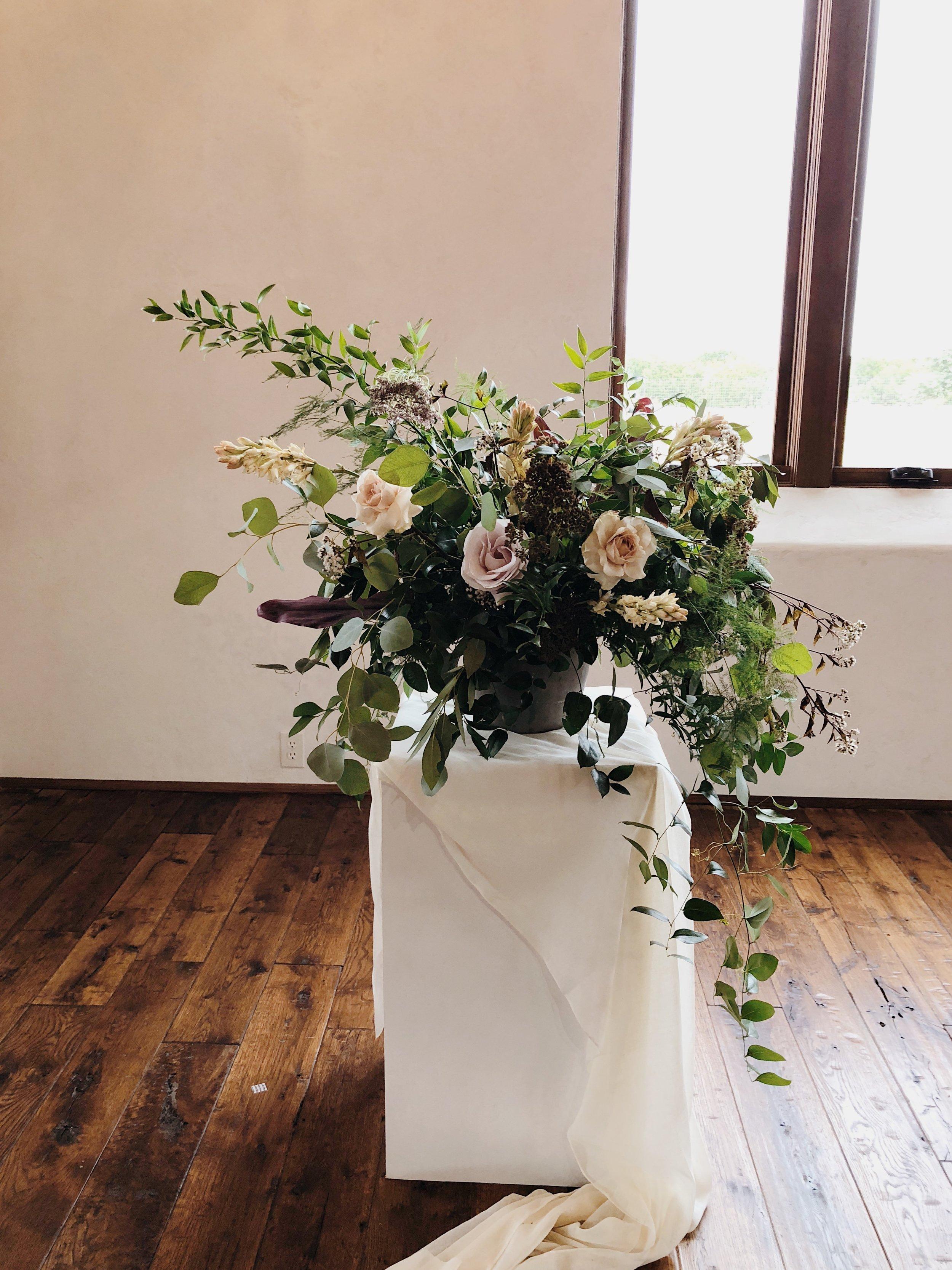 romantic wedding flowers ceremony