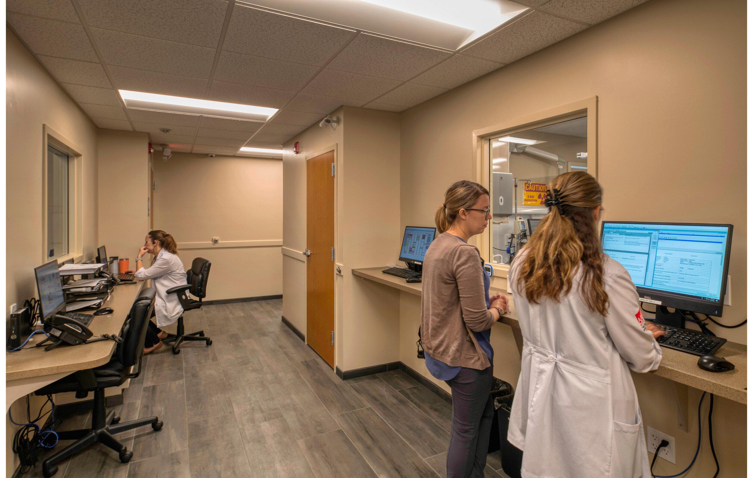 GilbertsvilleVeterinaryHospital_Workstations.jpg