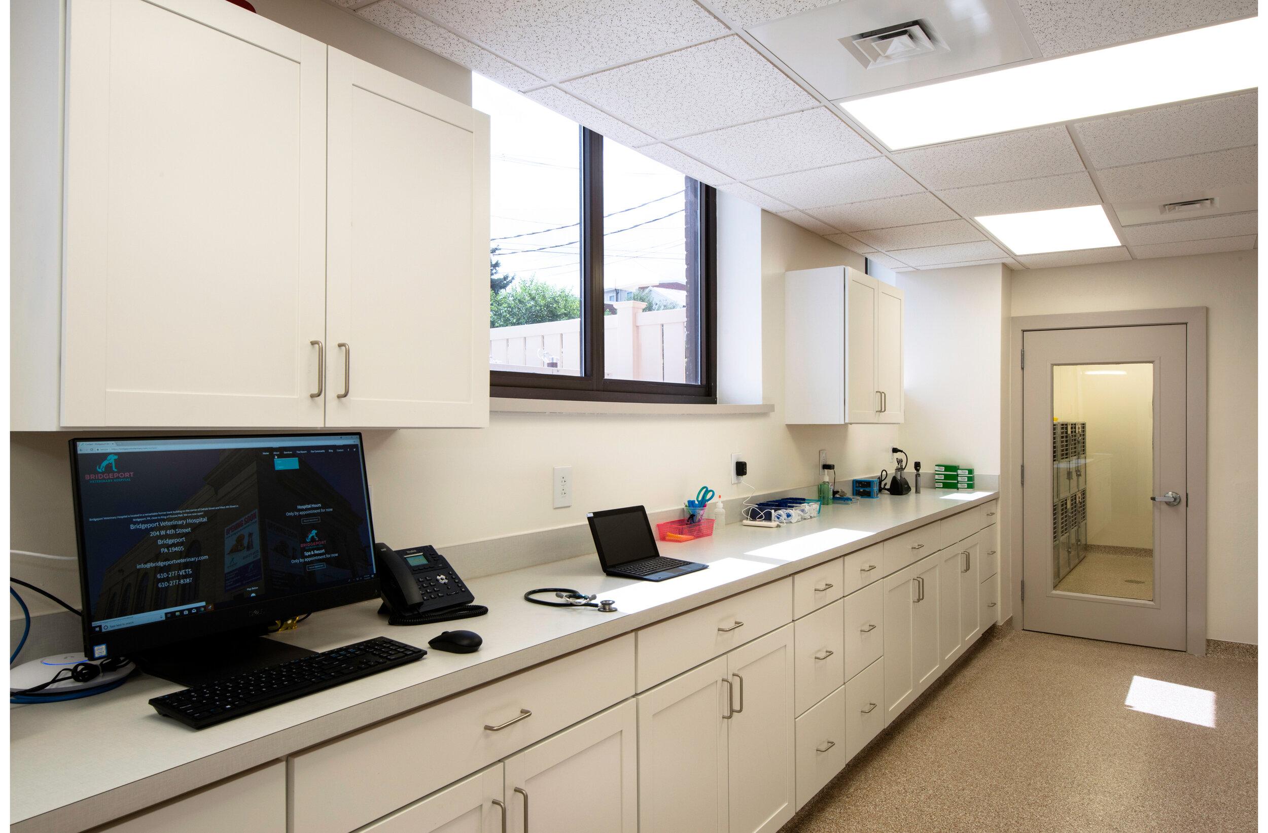 BridgeportVeterinaryHospital_Pharmacy1.jpg