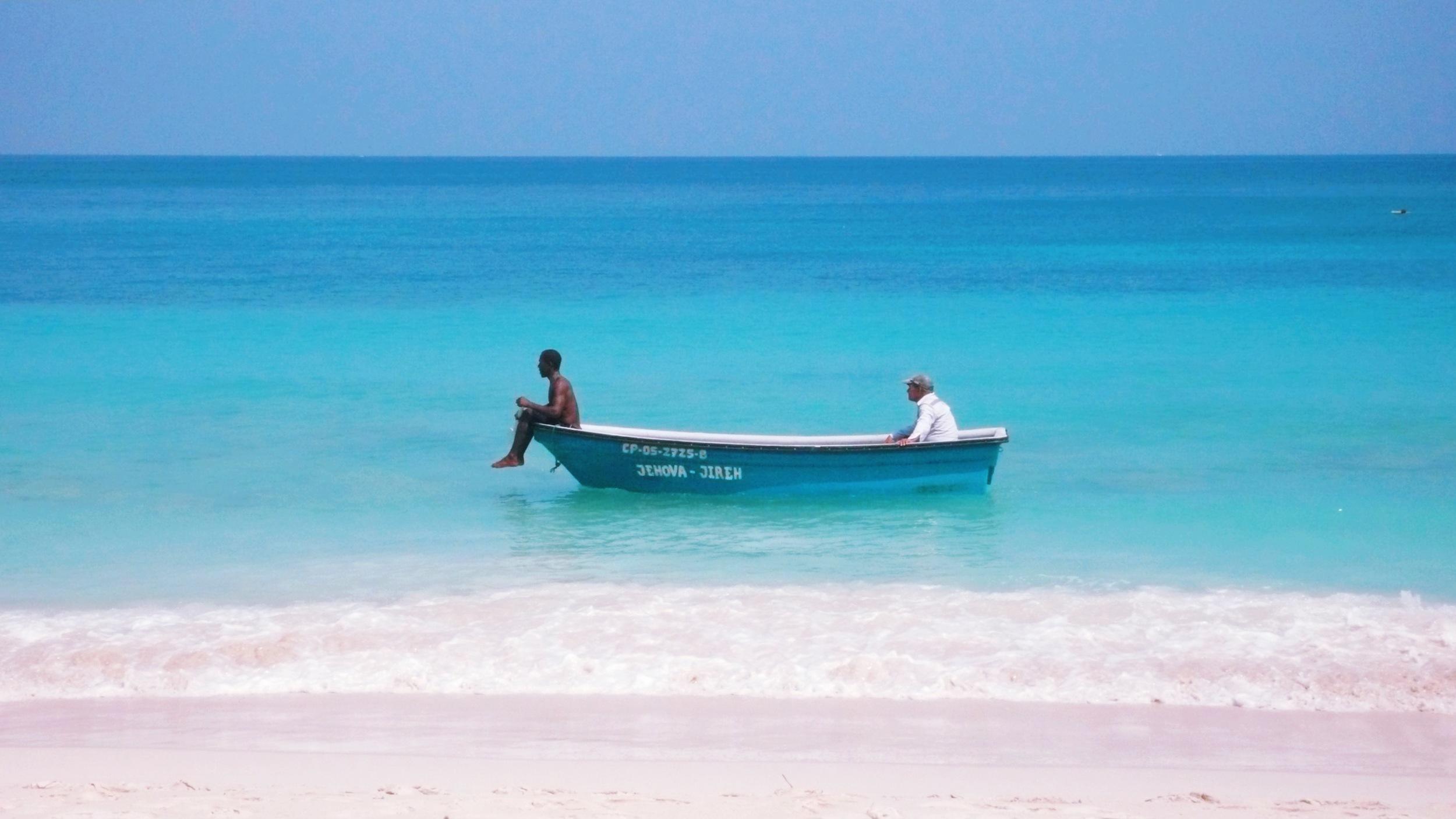 colombia boat w:men.jpg