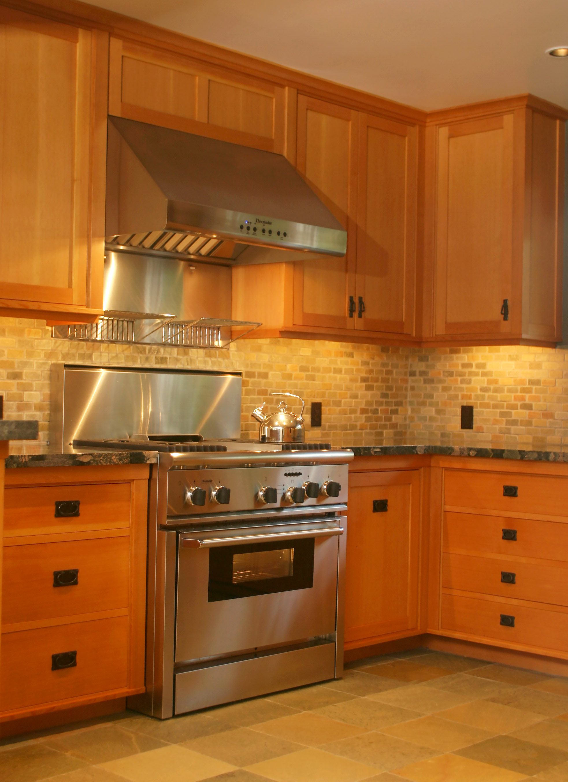 Honore-Cabinetry-custom-kitchen-douglas-fir-art-crafts-2.jpg