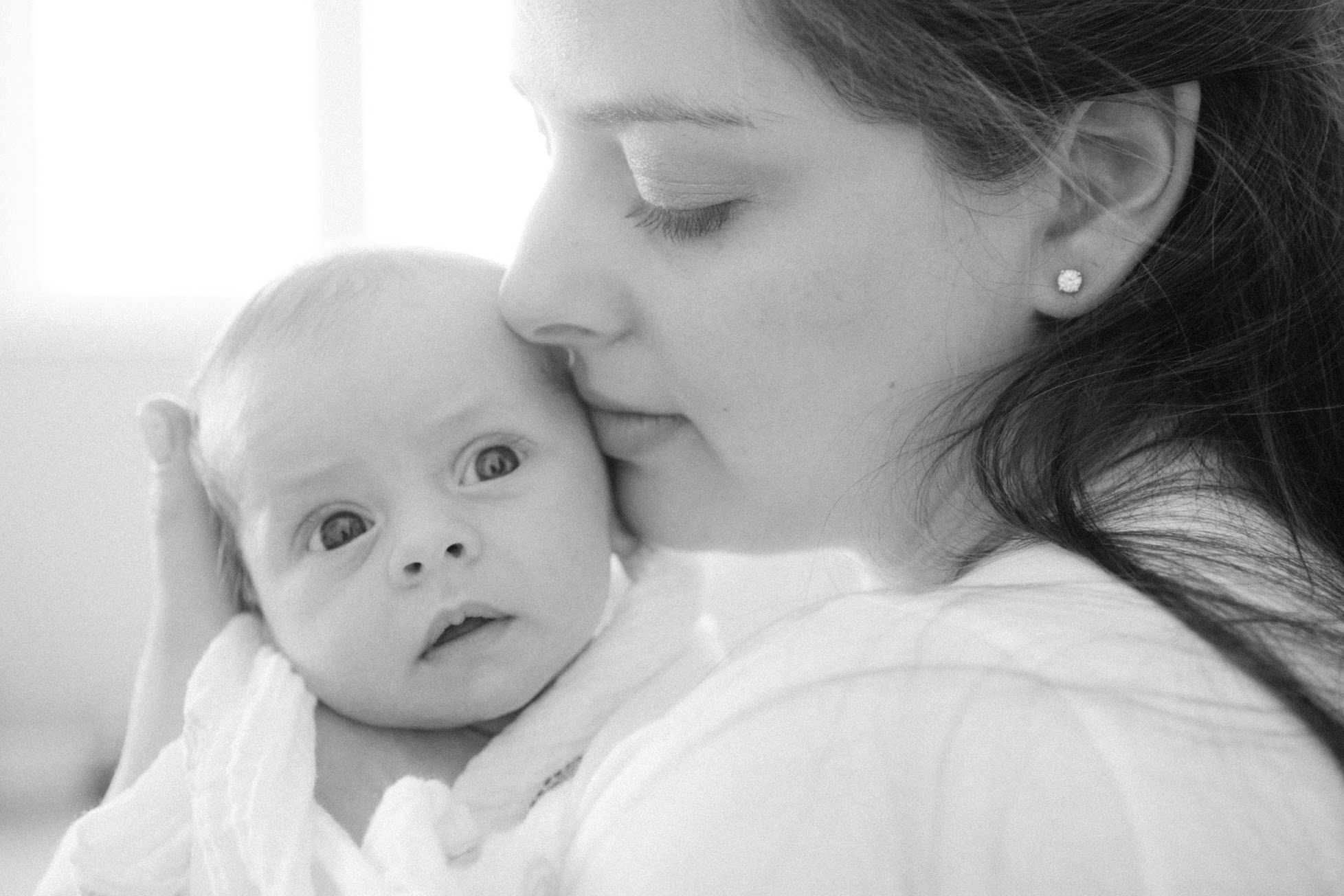 black-and-white-documentary-newborn-photographer-toronto