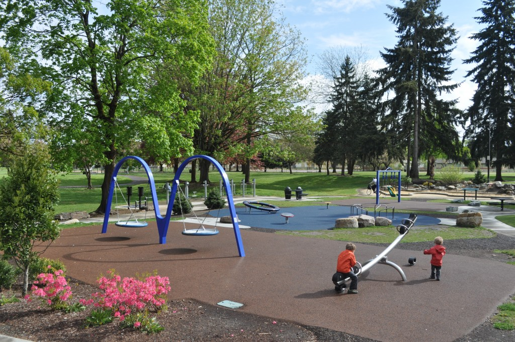 Les Grove Park in Seattle, WA. Photo via  Year of Seattle Parks .