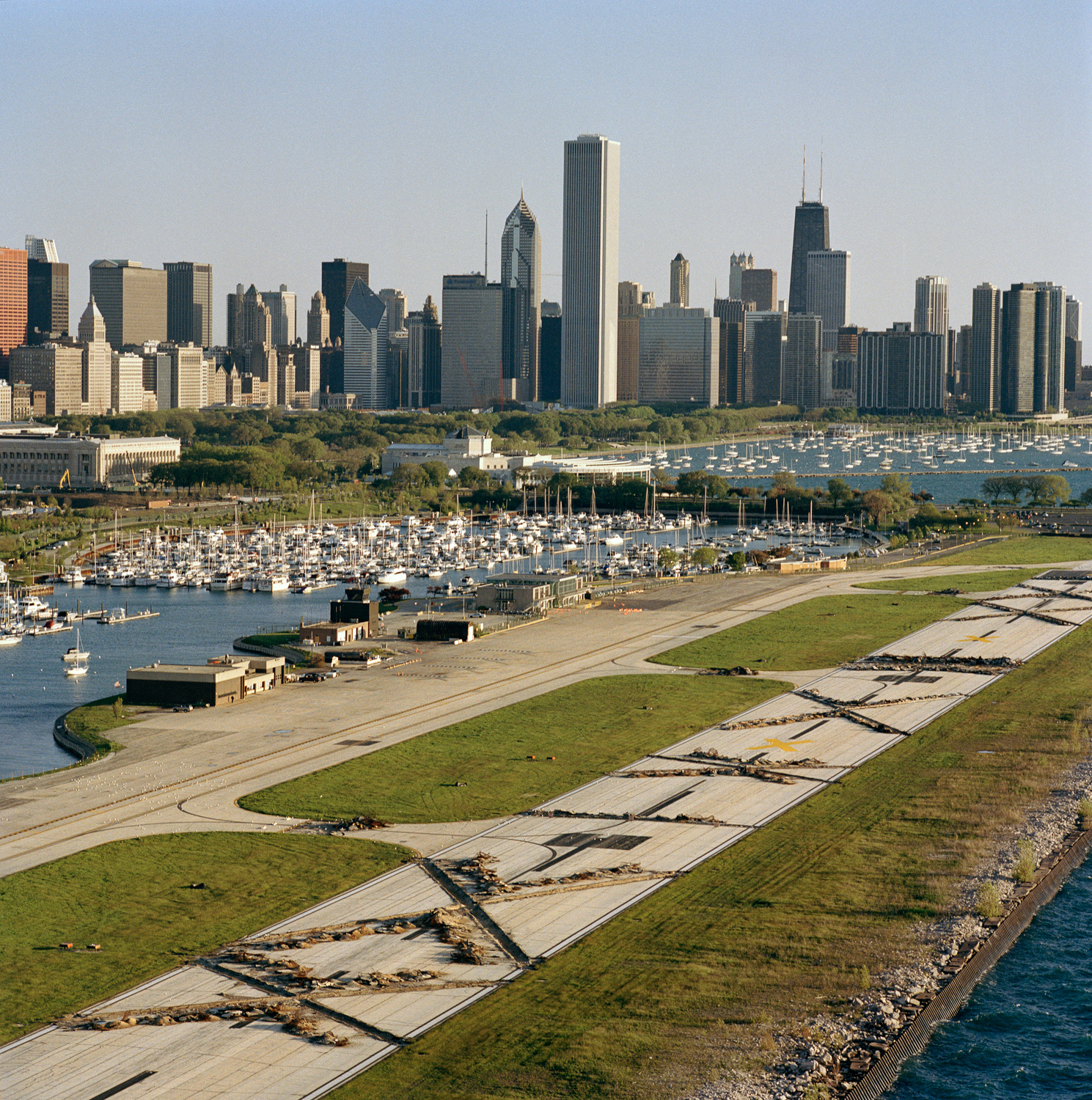 23-27.6_24_03.Meigs_Field.jpg