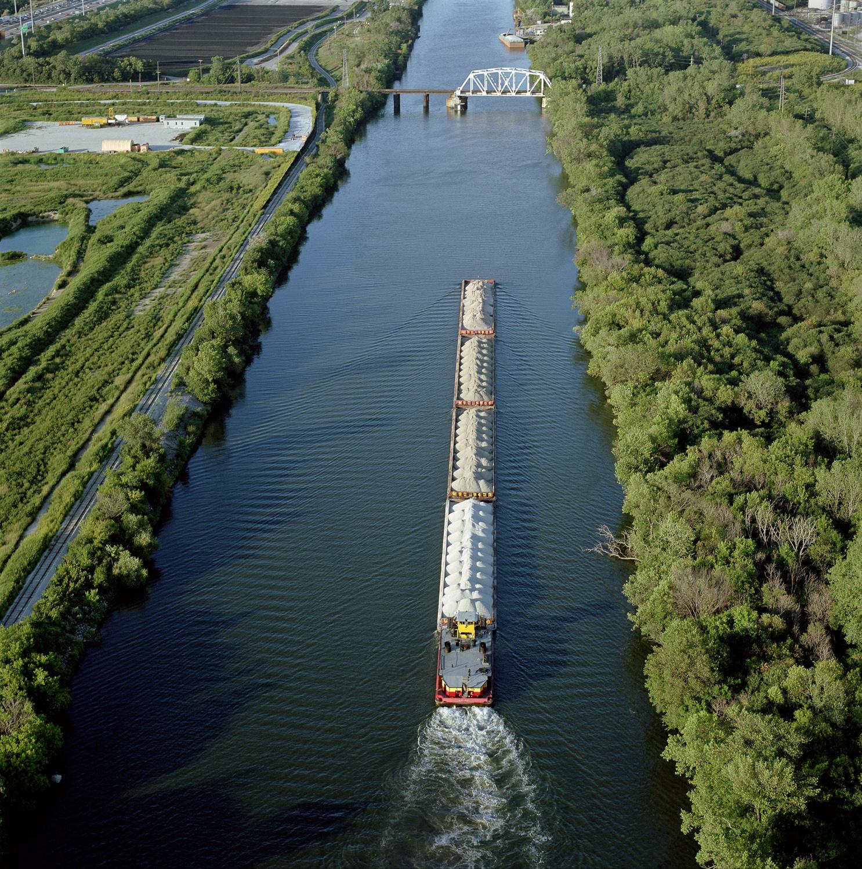 38-52.9_03_03.barge.jpg