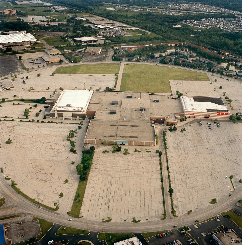 89-25.6_23_03.lyndhurst-mall.jpg
