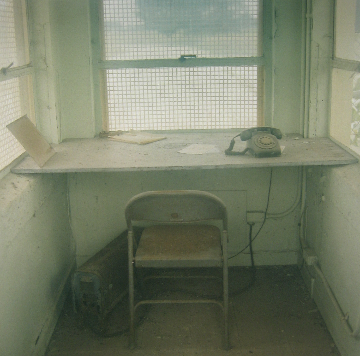 Guard house interior, noncommissioned officers' housing, July 28, 1996