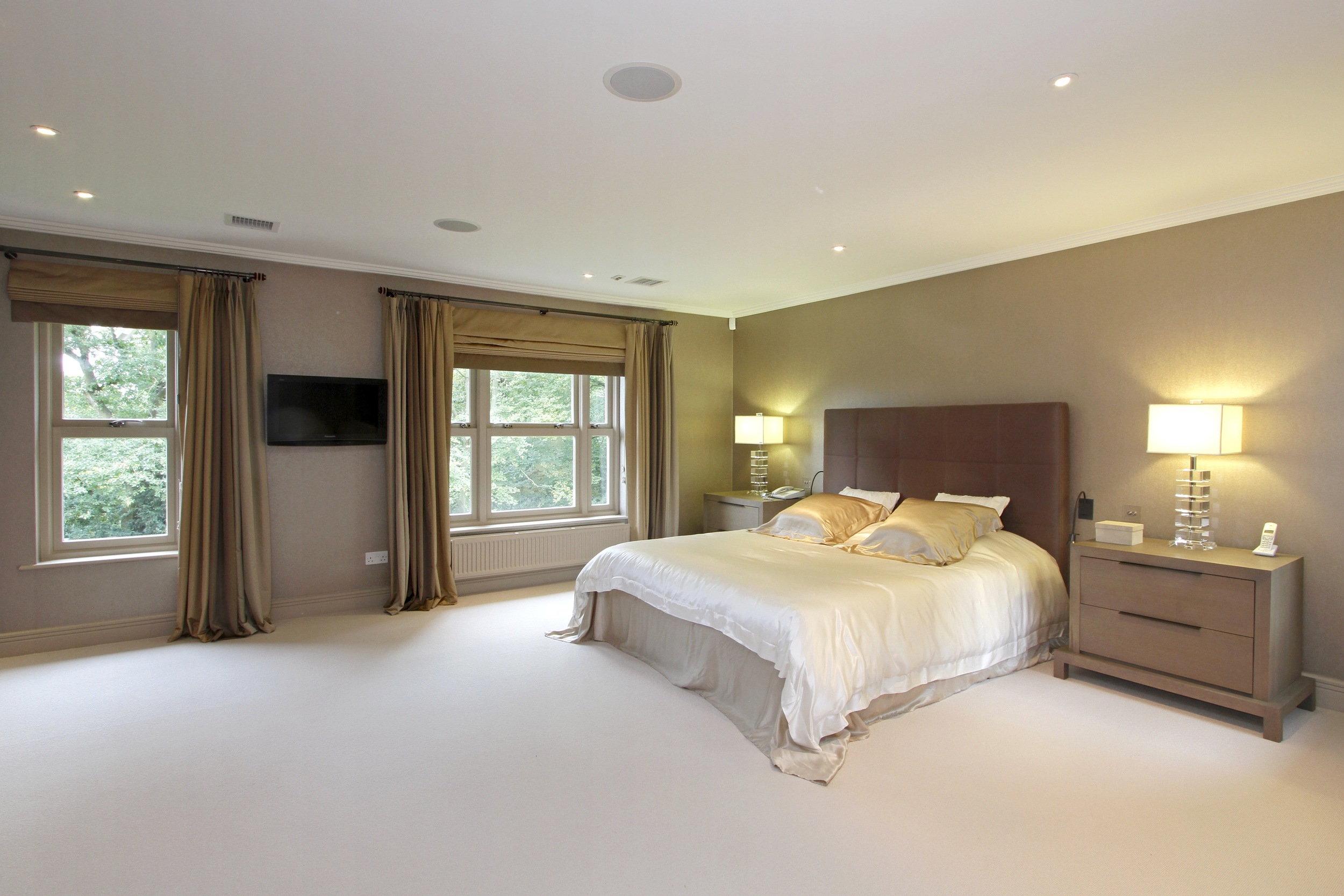 Ellington Lodge - M Bed.jpg