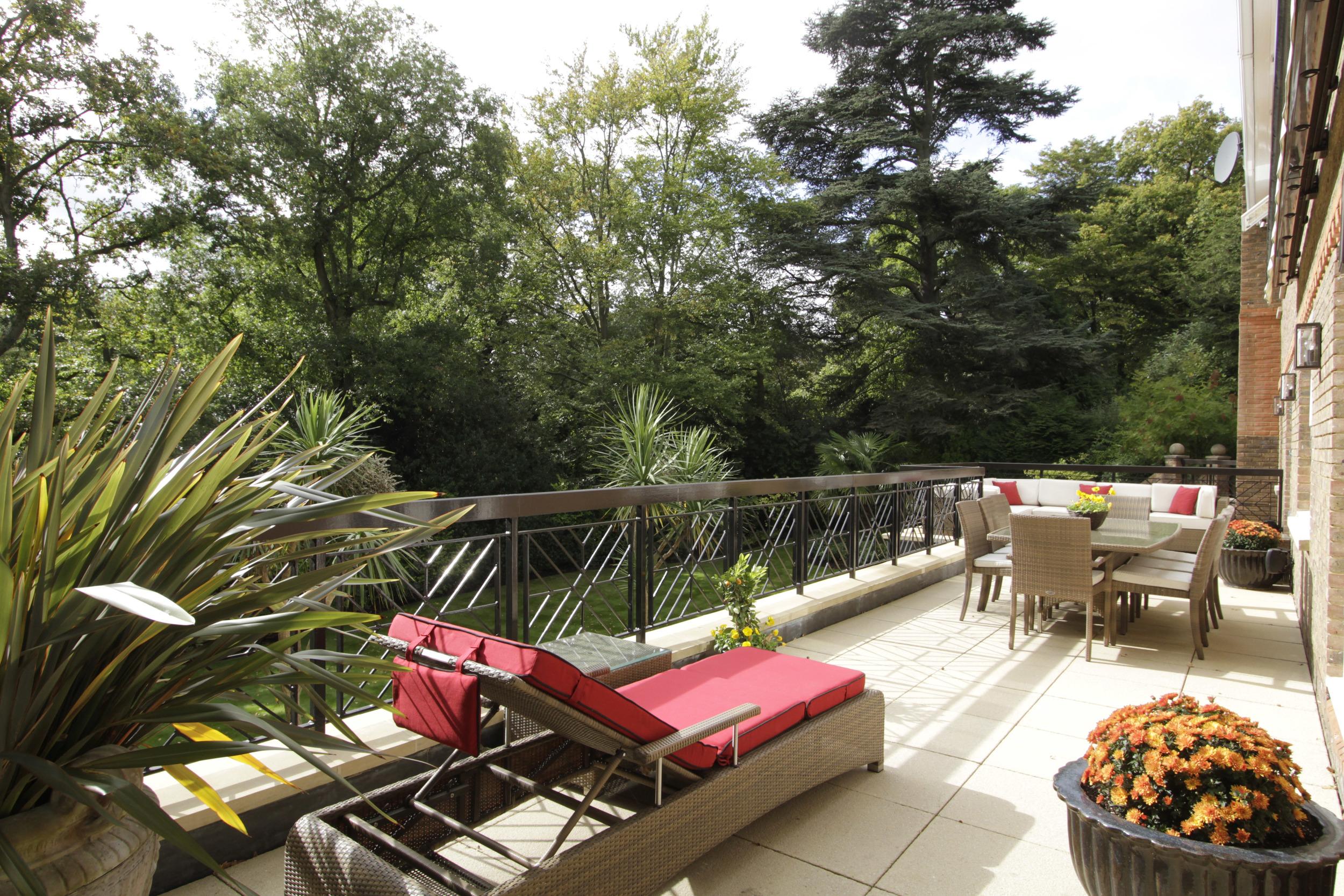 Ellington Lodge - Terrace.jpg