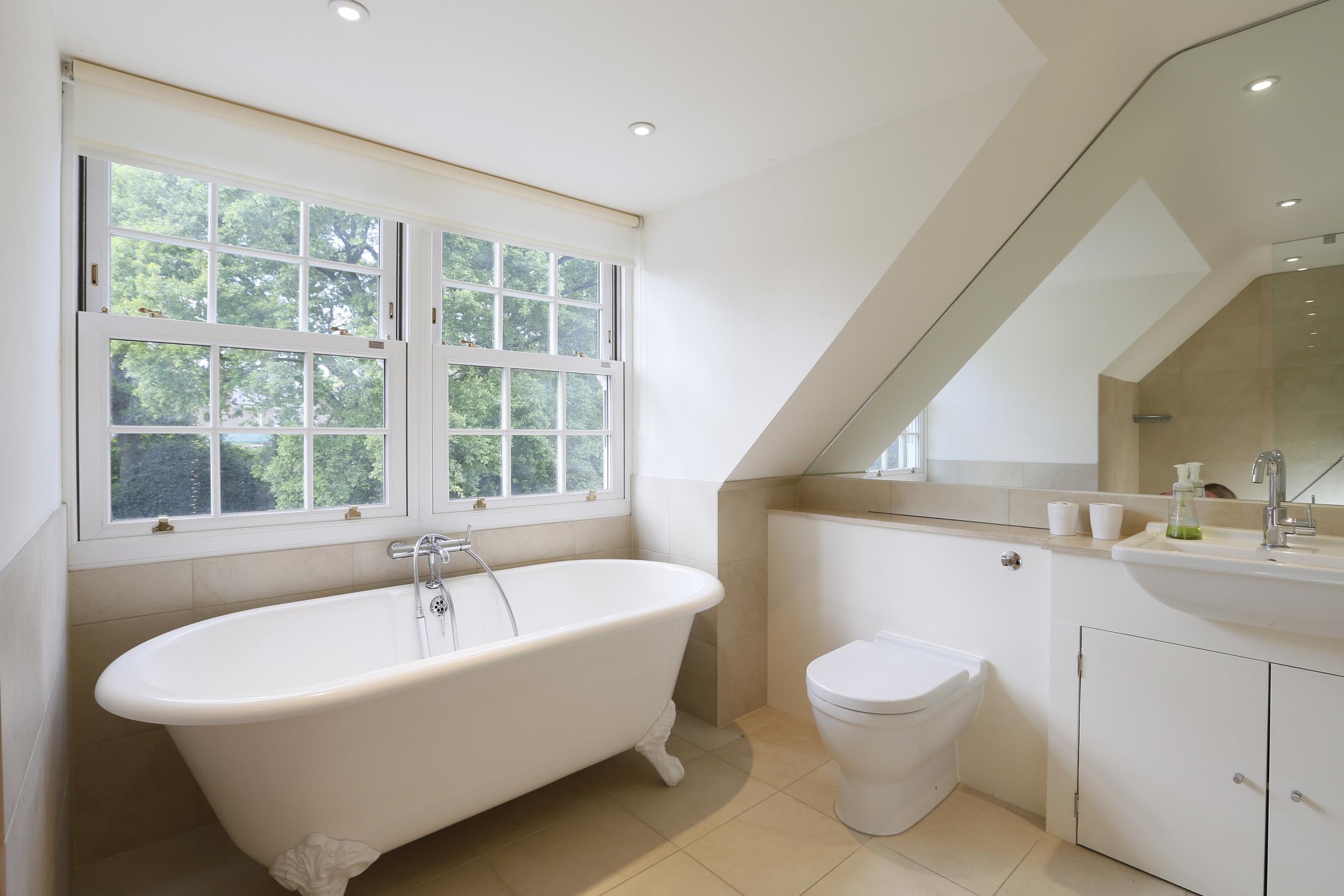 Coombe Lane West 125 - Top Bath.jpg
