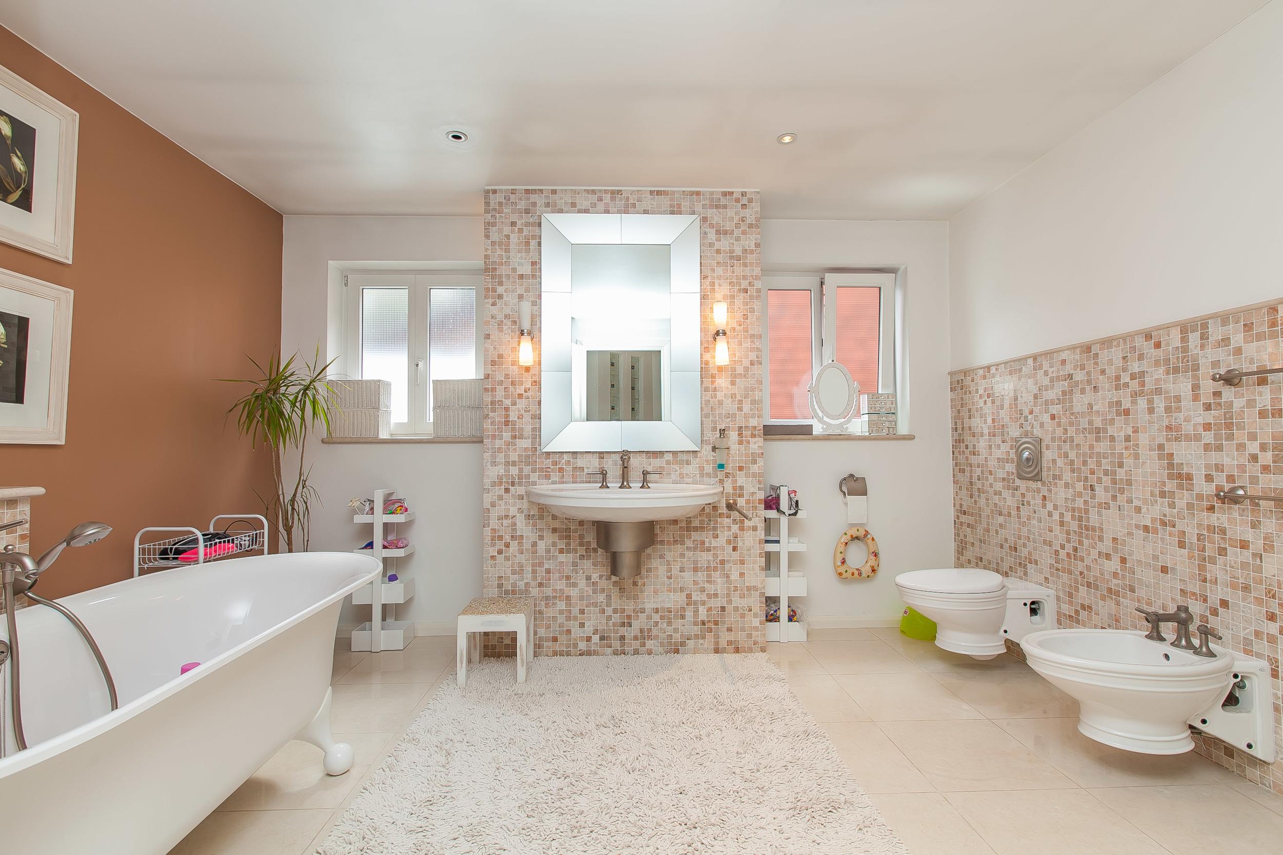 Family Bathroom1.jpg