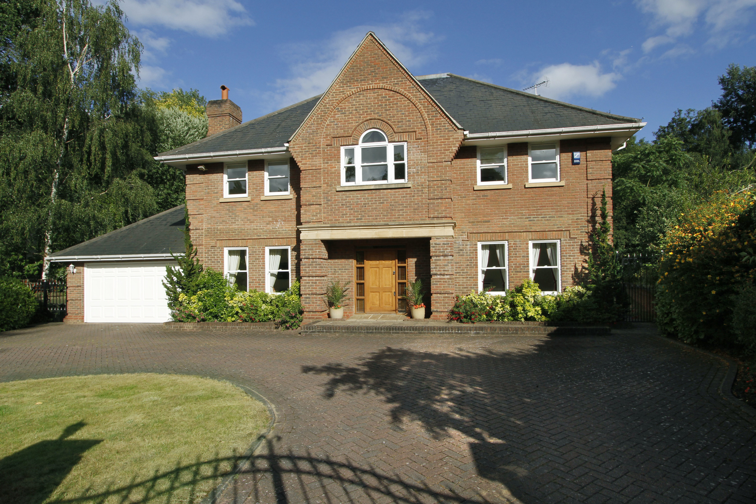 11 Coombe Ridings - Fr Ext.jpg