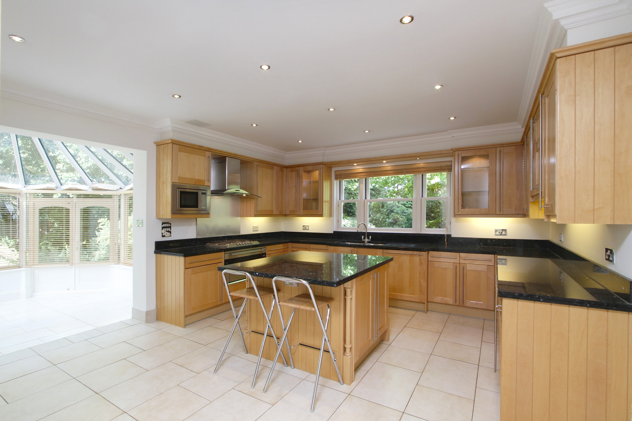 11 Coombe Ridings - Kitch.jpg