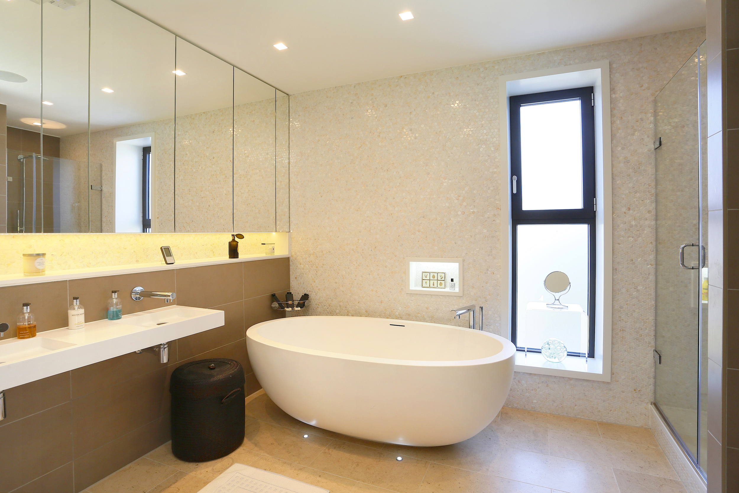 Amoula Hse - Bath.jpg