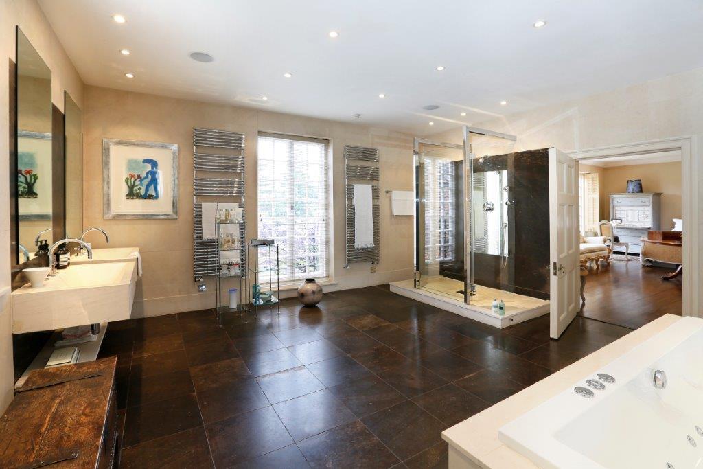 Soames House - En-suite.jpg