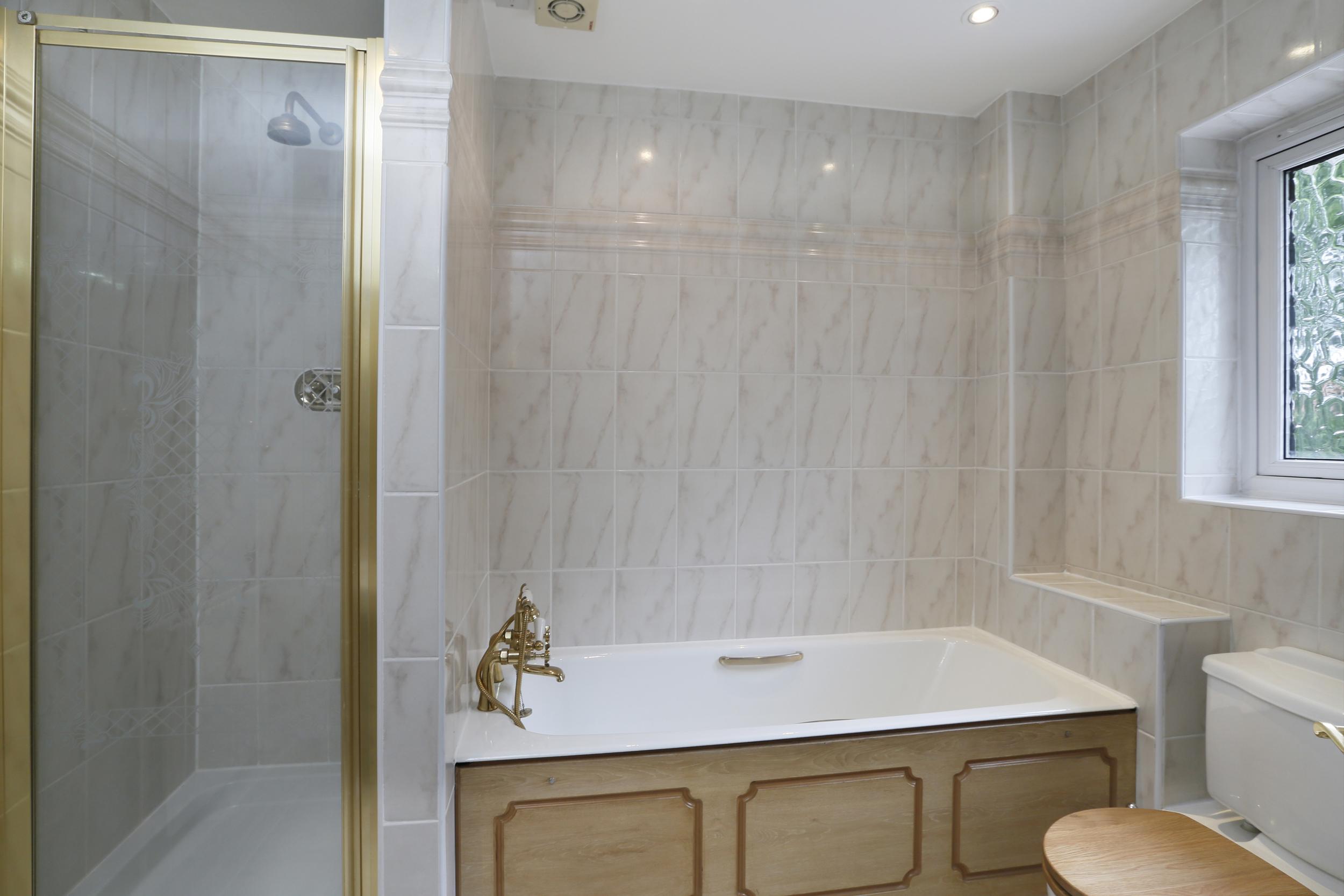Devey Close 12 - Bath1.jpg