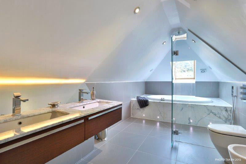 Corscombe Close 2 - Top Bath.jpg