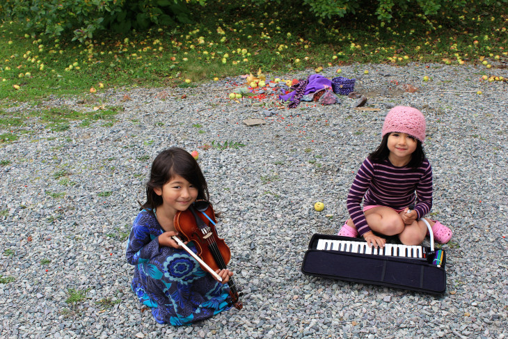 UMA AND JULIA WERE PLAYING WHEN I FIRST ARRIVED AT THE INN. ALONG WITH THEIR PARENTS, YOUNGER SISTER AND DOG, THEY ARE TRAVELING FROM BRITISH COLUMBIA, CANADA TO A DESTINATION AS YET UNKNOWN. COULDN'T BE SWEETER PEOPLE. I HOPE THEY FIND WHAT THEY'RE LOOKING FOR.