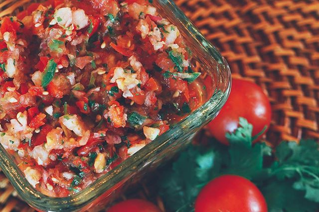 Overflowing with summer tomatoes? 🍅🍅Salsa to the rescue! My Garden Goddess Salsa is easy to throw together, fresh and full of flavor, perfect for August weekends 🌞Link in my bio ✌🏼🥕 . . . #eats #food #healthyeats #instafood #healthylife #foodblogger #veganfood #veganfoodshare #vegansofig #thefeedfeed #food52 #huffposttaste #thekitchn #fooddiary #thevariantveggie #thefeedfeedvegan #vegankc #dairyfree #plantpowered #plantbased #salsa #summersnacks