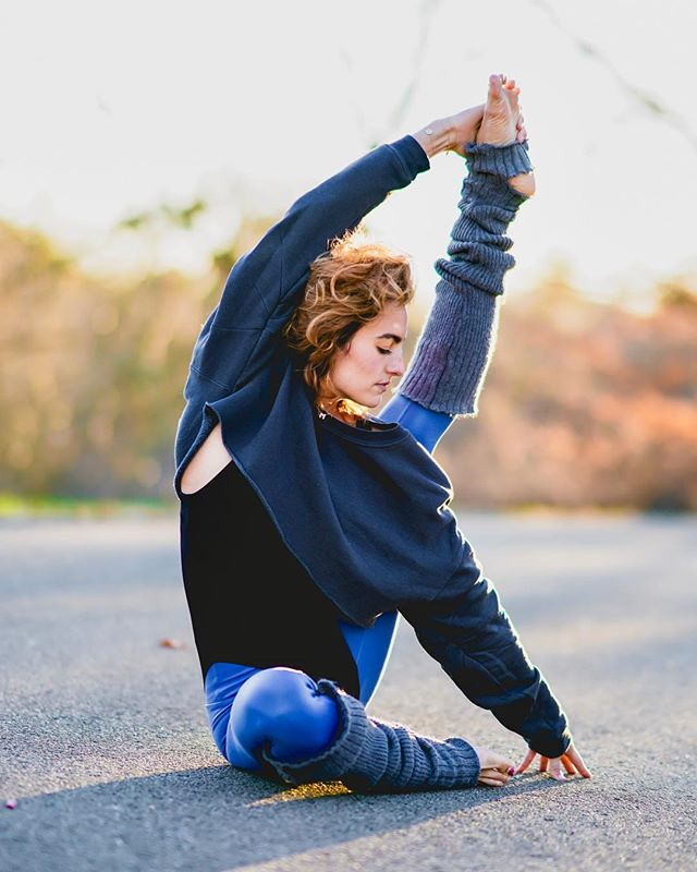 Hang on.  It gets easier, and then it gets ok, then it feels like freedom.  @taryntoomey.  PC: @keoniology, wearing @aloyoga magic. ✨ #AbAsanas