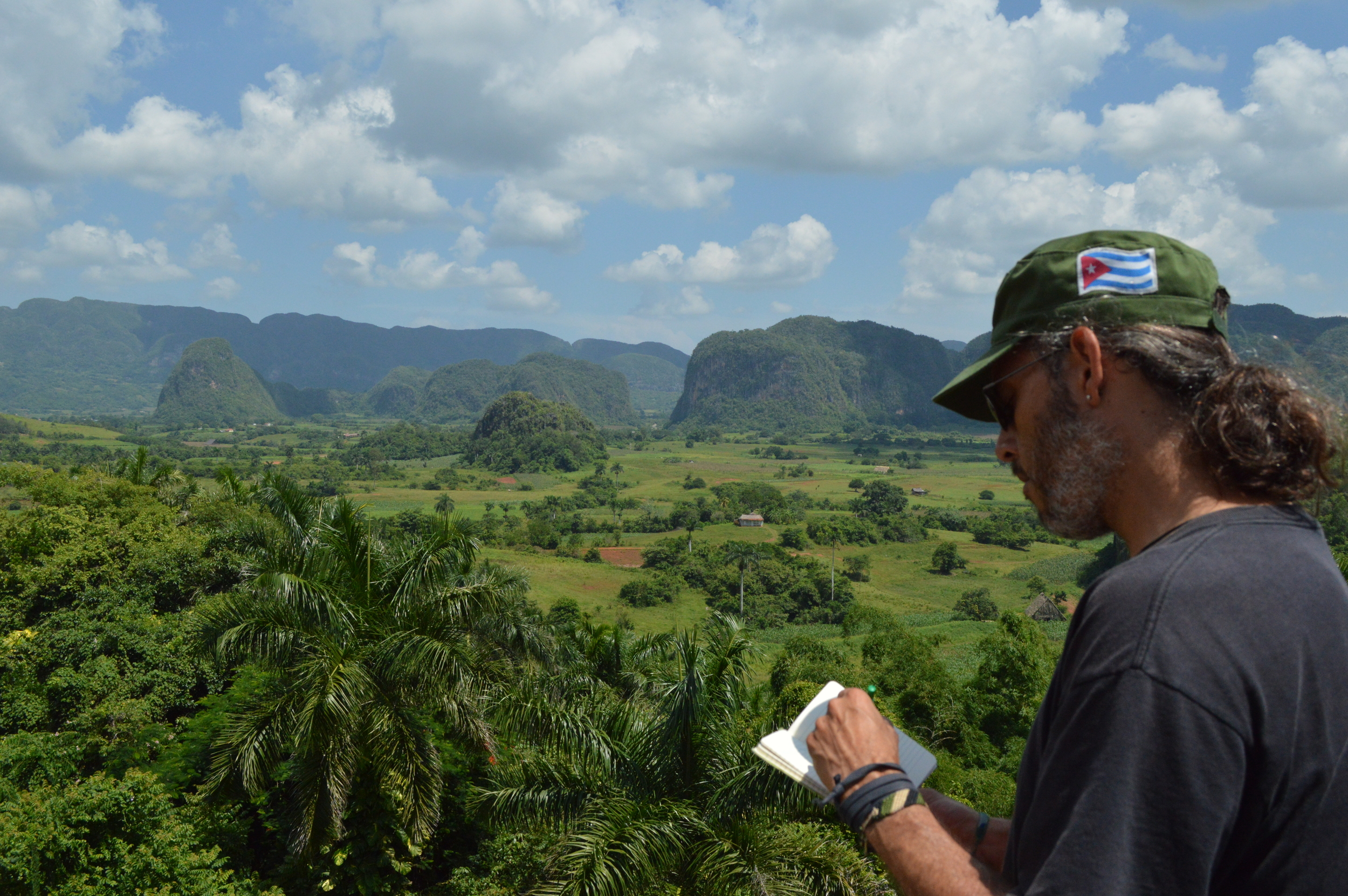 Breathtaking view from the Viñales Valley in the province of Pinar del Rio, Cuba | Magnífica vista del valle de Viñales.