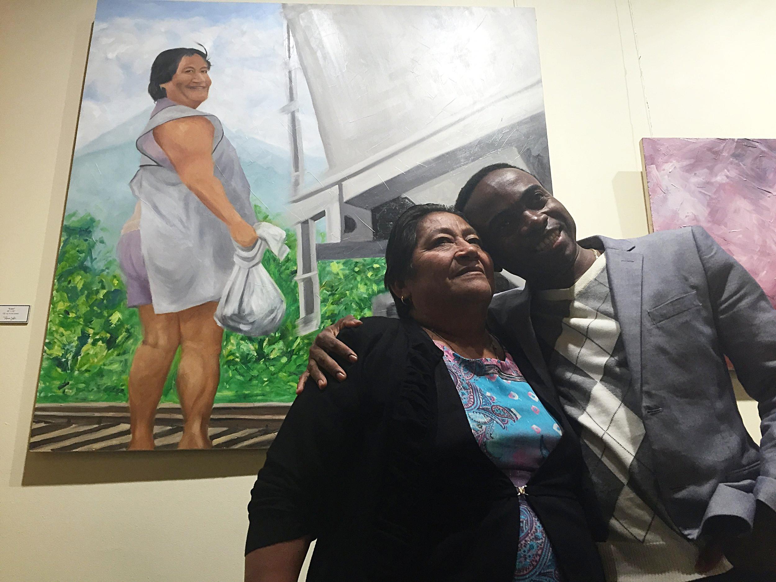 """""""Mujeres Luz"""" exhibit"""