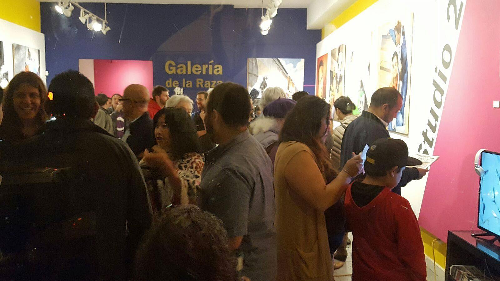"""Opening night of """"Mujeres Luz"""" @Galería de la Raza"""
