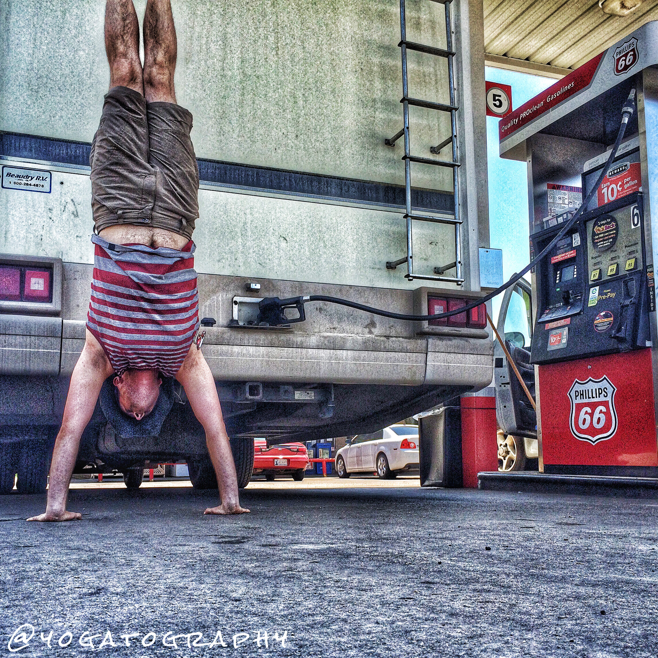 The first handstand pic of the trip, which attests to my stress level that I didn't think to do one before I was halfway across the country.
