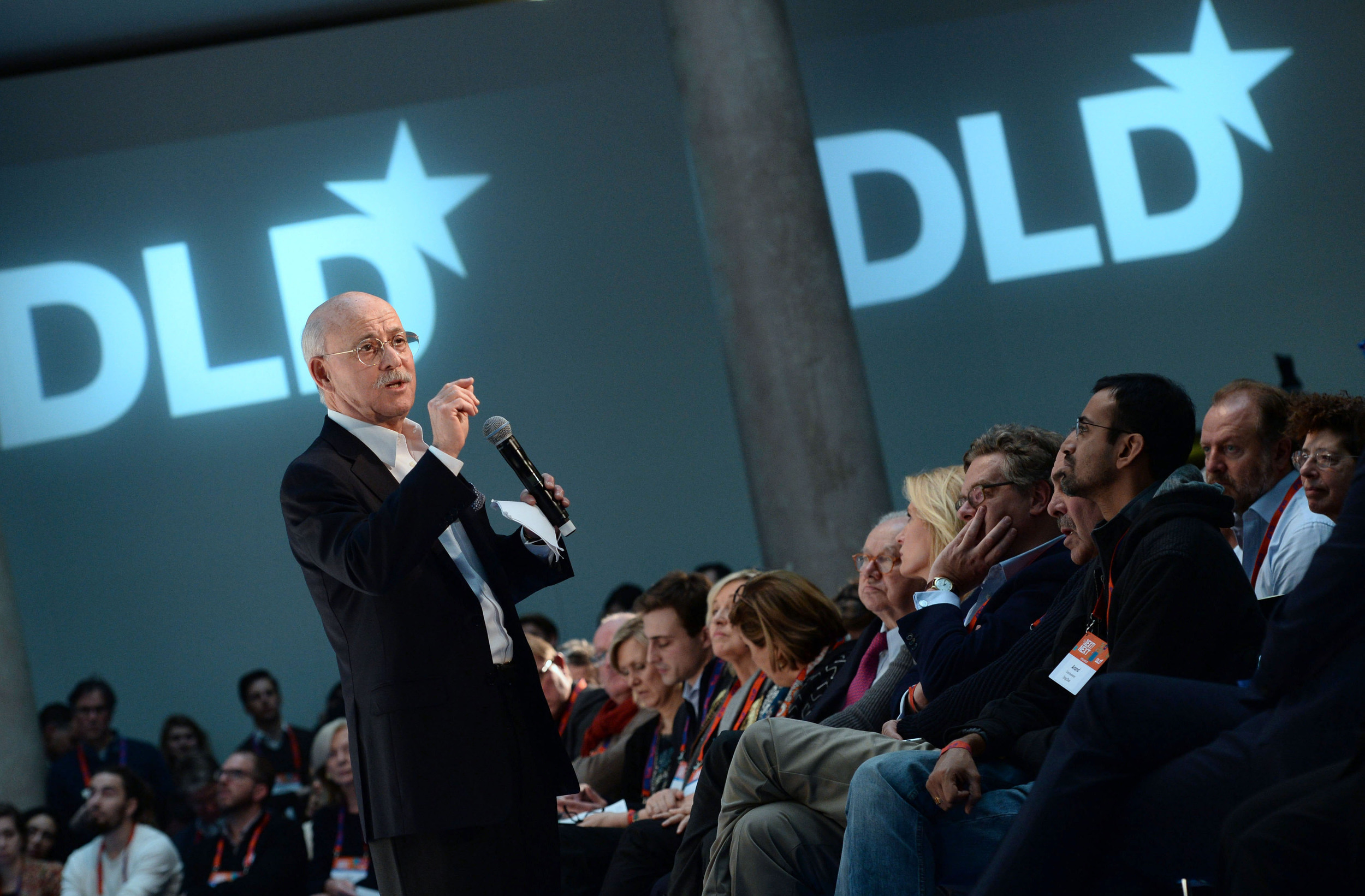 Sociologist Jeremy Rifkin speaks to the Audience. © Andreas Gebert/Picture Alliance/Hubert Burda Media