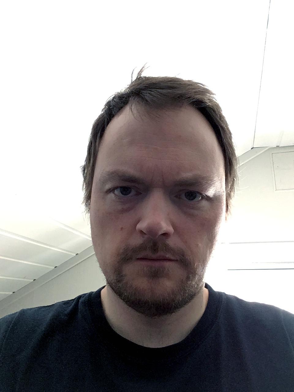 Øyvind Lauvdahl (f. 1978) bor og arbeider i Misvær, Nordland.