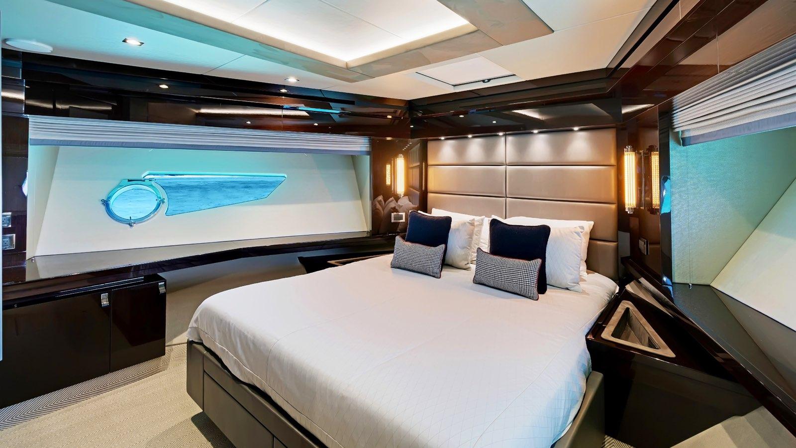 Enterprise_charter_yacht_iyc_interior_VIP_1.jpeg