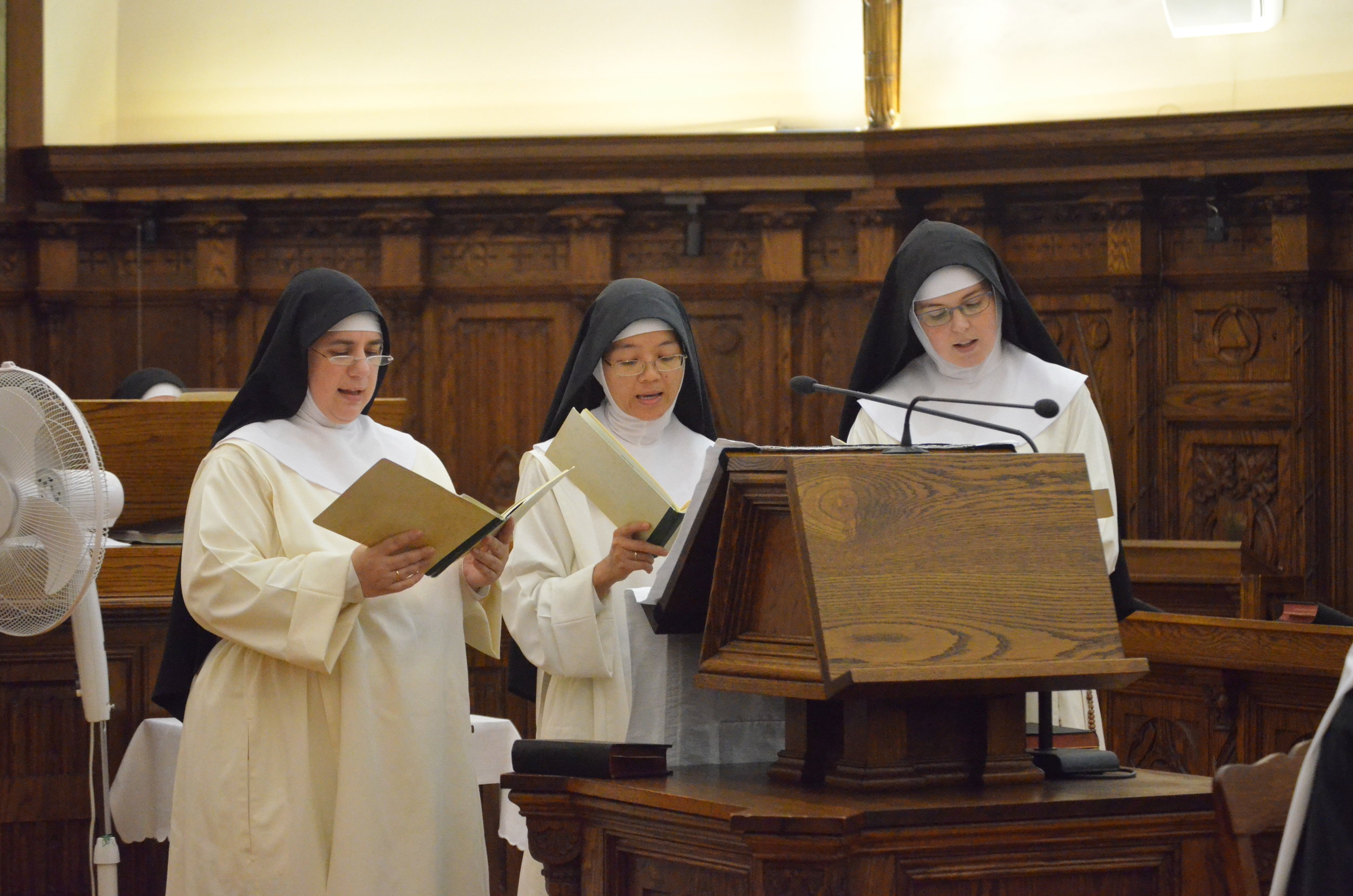 Chantresses sing the responsorial psalm