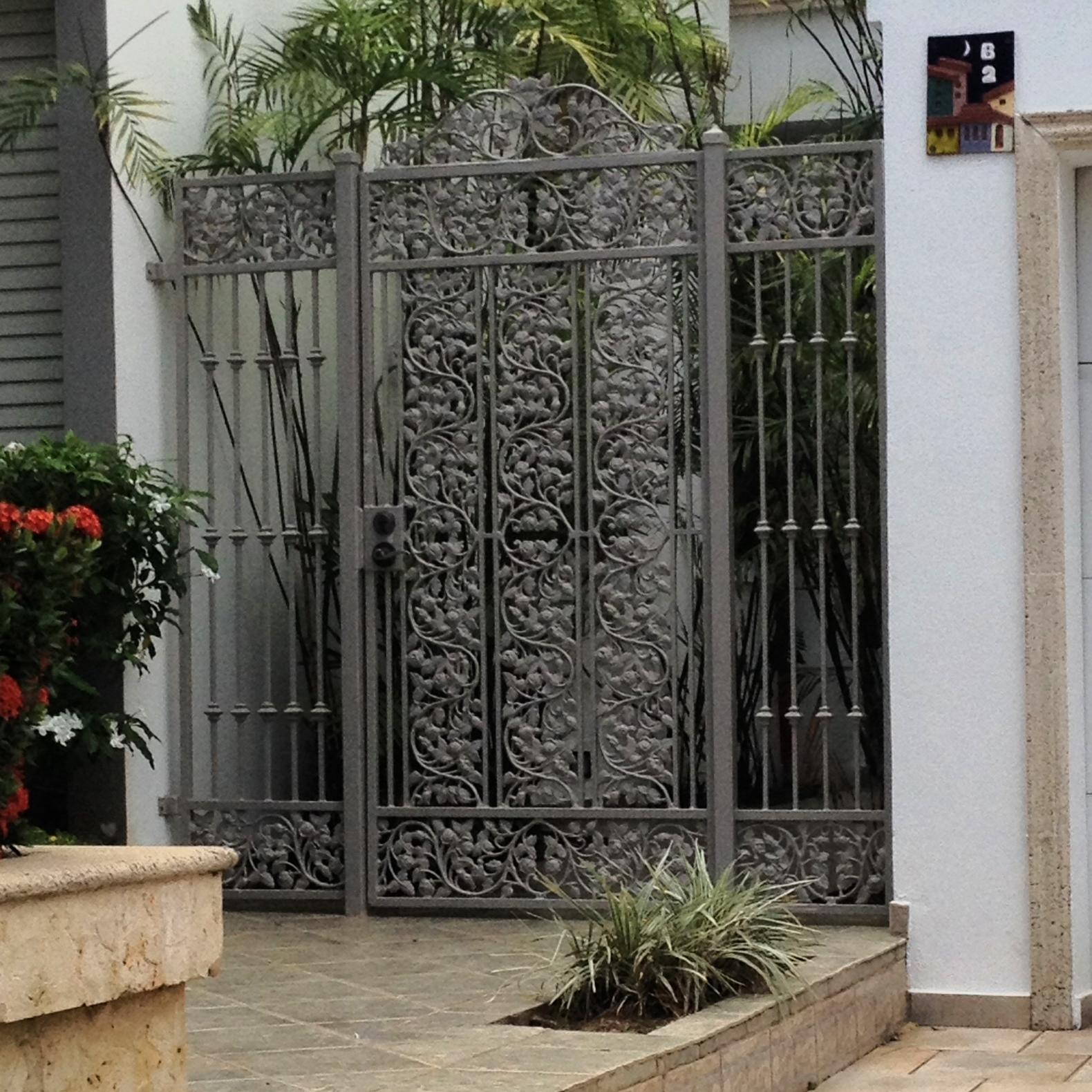 Reja ornamental gris