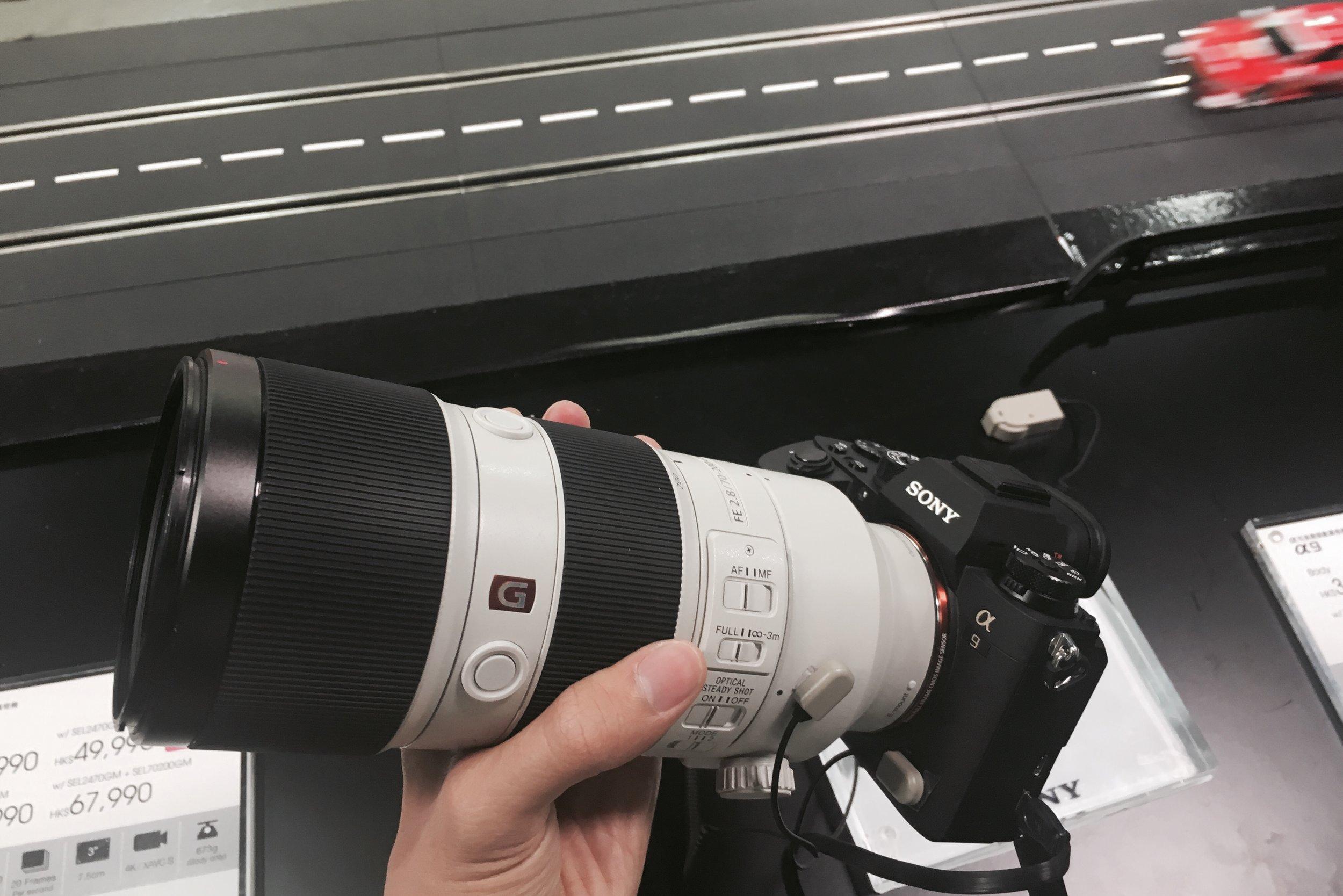 我最期待既畫面就係試玩Sony A9,連埋新鏡Sony FE 100-400mm F4.5-5.6 GM OSS 係幾重手,個 grip 係比 A7 系列大,但係本人手指比較長關係,唔能夠完全包實部機,不過我相信配以直度可以改善問題