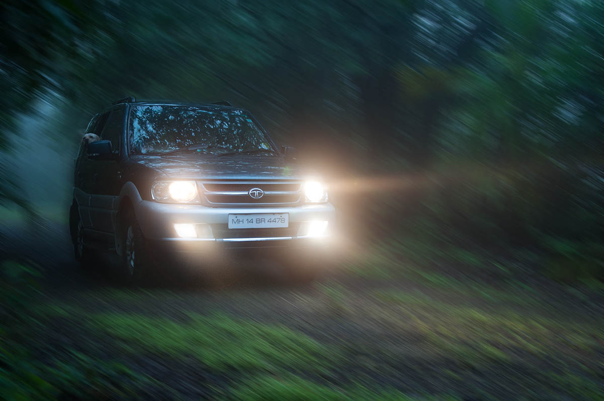Tata Safari's do well off-road. Dopey dogs named Oliver that stick their heads out of the window? Remains to be seen.