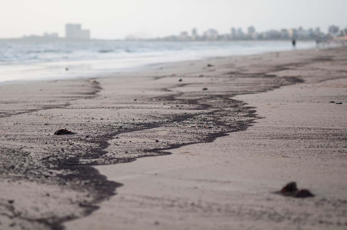 Oil slick, Juhu beach