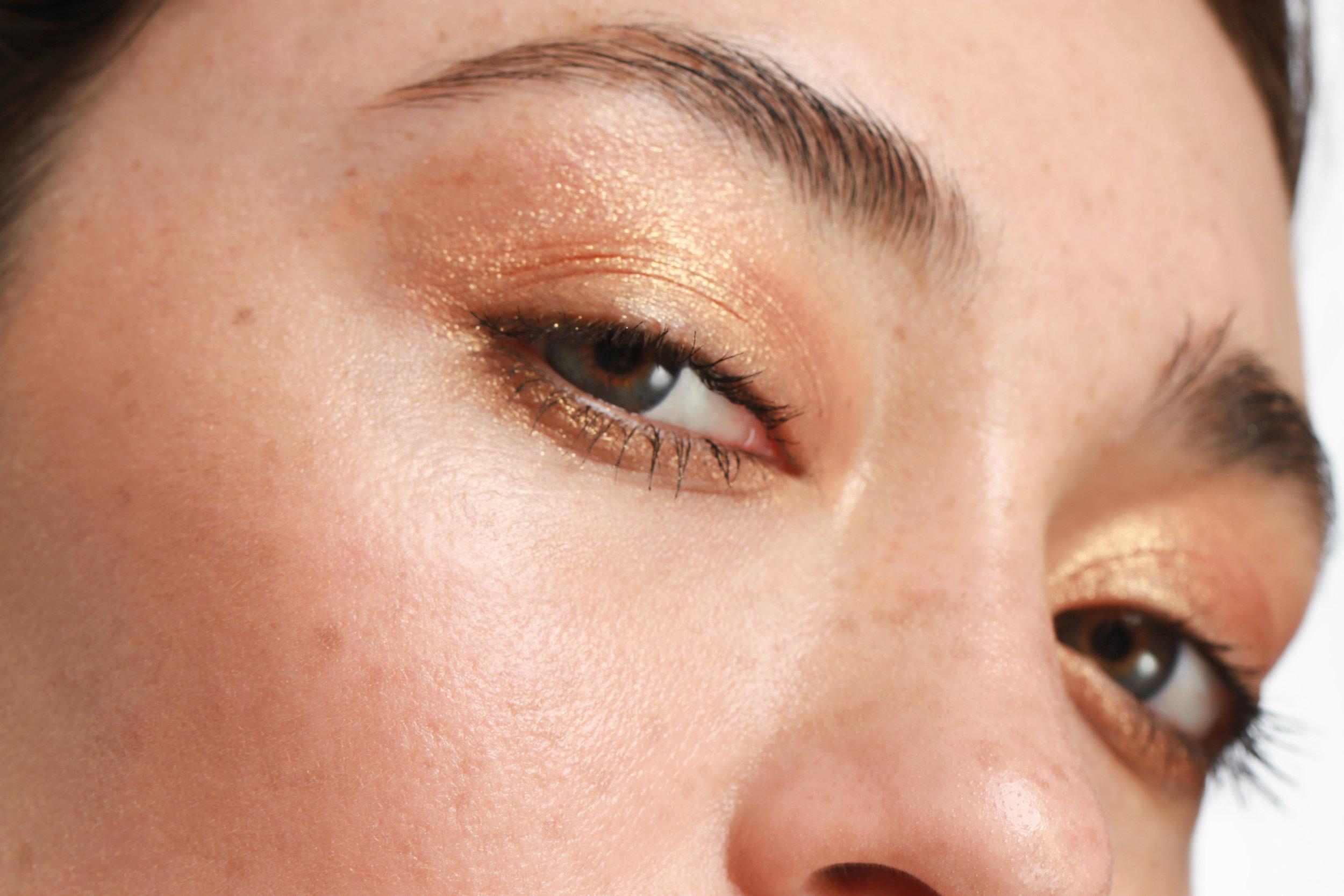 Macro beauty shot of model Bailey Olivas wearing the Kosas Cosmetics 10 Second Eyeshadow