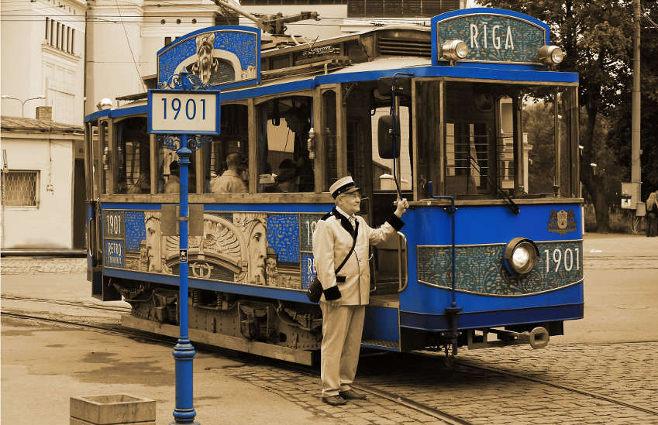 old tram_Riga_City_Council.jpg