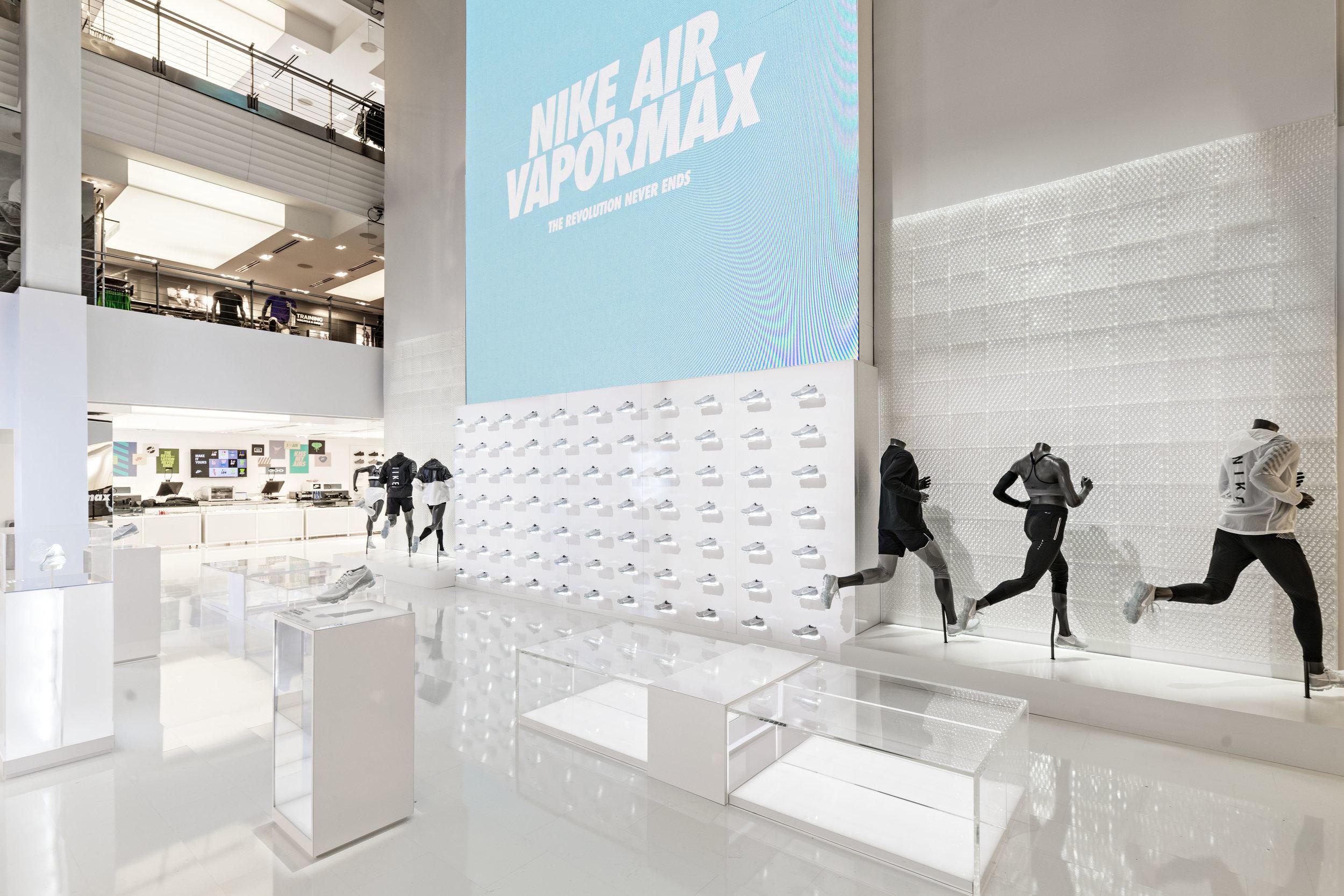 2017-03-26_Niketown_Vapormax_0090-HDR.jpg