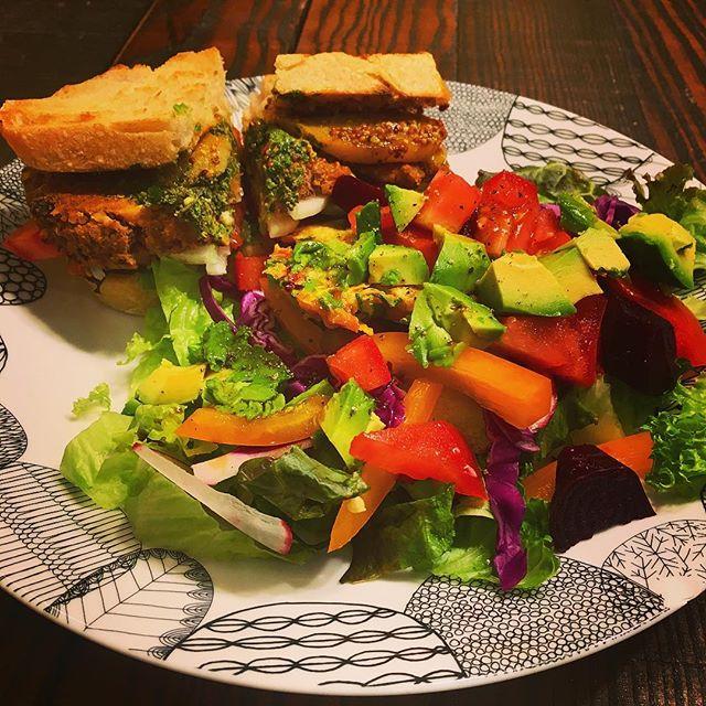 Burger with a side salad or maybe it's salad with a side of burger... 😍 . . . . #nomnom #dinner #farmfresh #farmersmarket #blackbeansweetpotatoburger #veganburger #vegan #homemade #delicious #niamniam #gimb #food #eat #allday #everyday #nojoke #iliveinthekitchen #feedme #allyoucaneat #goodness #yesplease #sidesalad