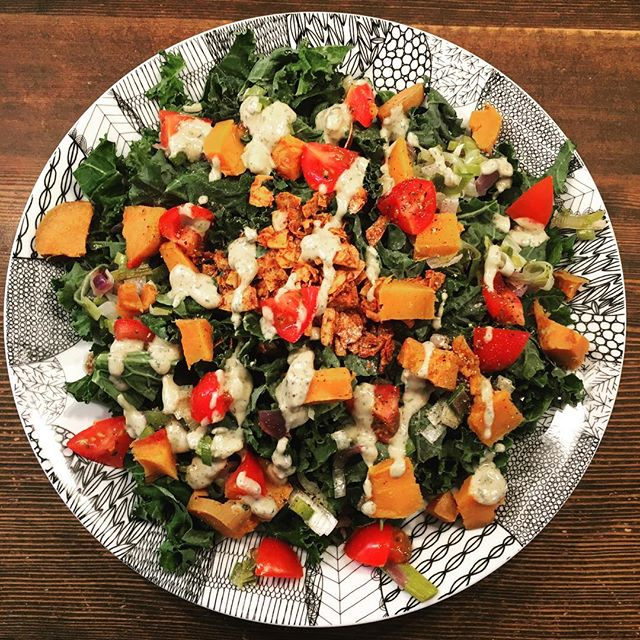 Some women do gratitude journals and yoga for their self care...I just make sure I make myself delicious lunches during nap time. 😋  This Kale Salad with a Garlic Tahini dressing has been going strong since Thanksgiving and I don't see my craving for it fading anytime soon.  #GIMB : Kale, cherry tomatoes, sweet potatoe, leek, red onion, coconut bacon and tahini garlic dressing  #food #kale #salad #yummy #eat #vegetarian #yum #moreplease #plantbased #homemade #makeyourown #eatfresh #youarewhatyoueat #sahm #momlife #naptime #selfcare #love #chorescanwait #foodfirst #lunch