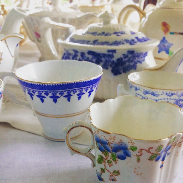 Oh so blue for you 😍 #vintagechina #teacups #vintagewedding #weddinginspiration #chinahire #pearlsandpeonies