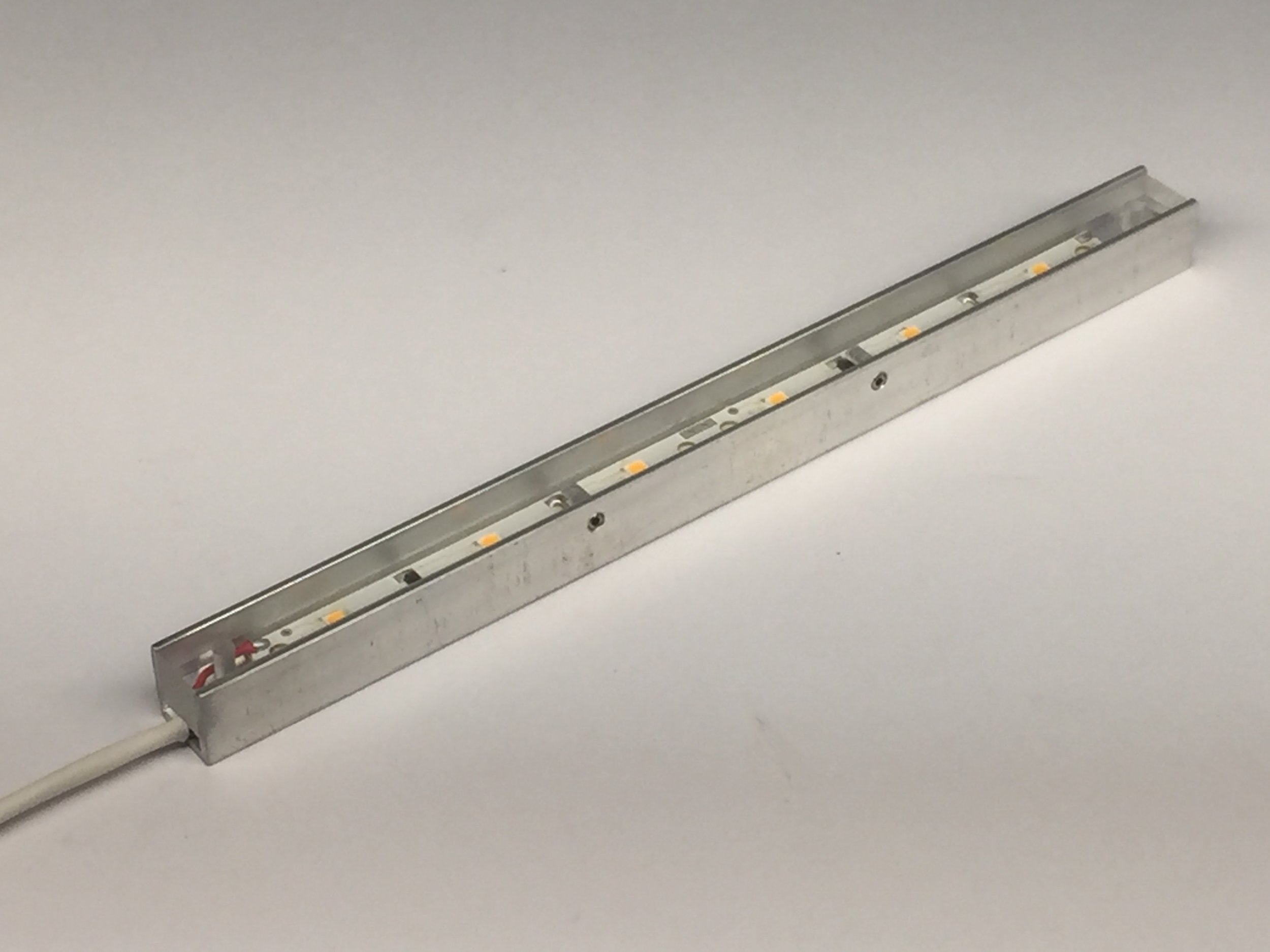 7 inch LED strip light with 6 LEDs with a CRI of 92