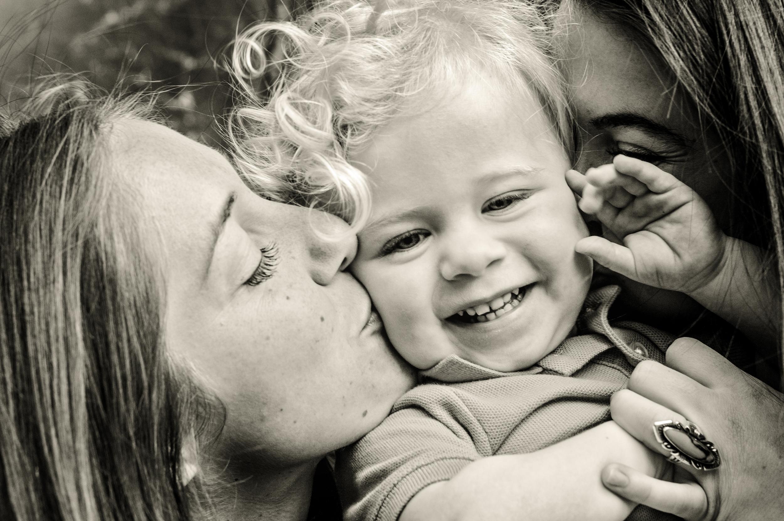 Ray Family Photos-Kisses vanilla.jpg