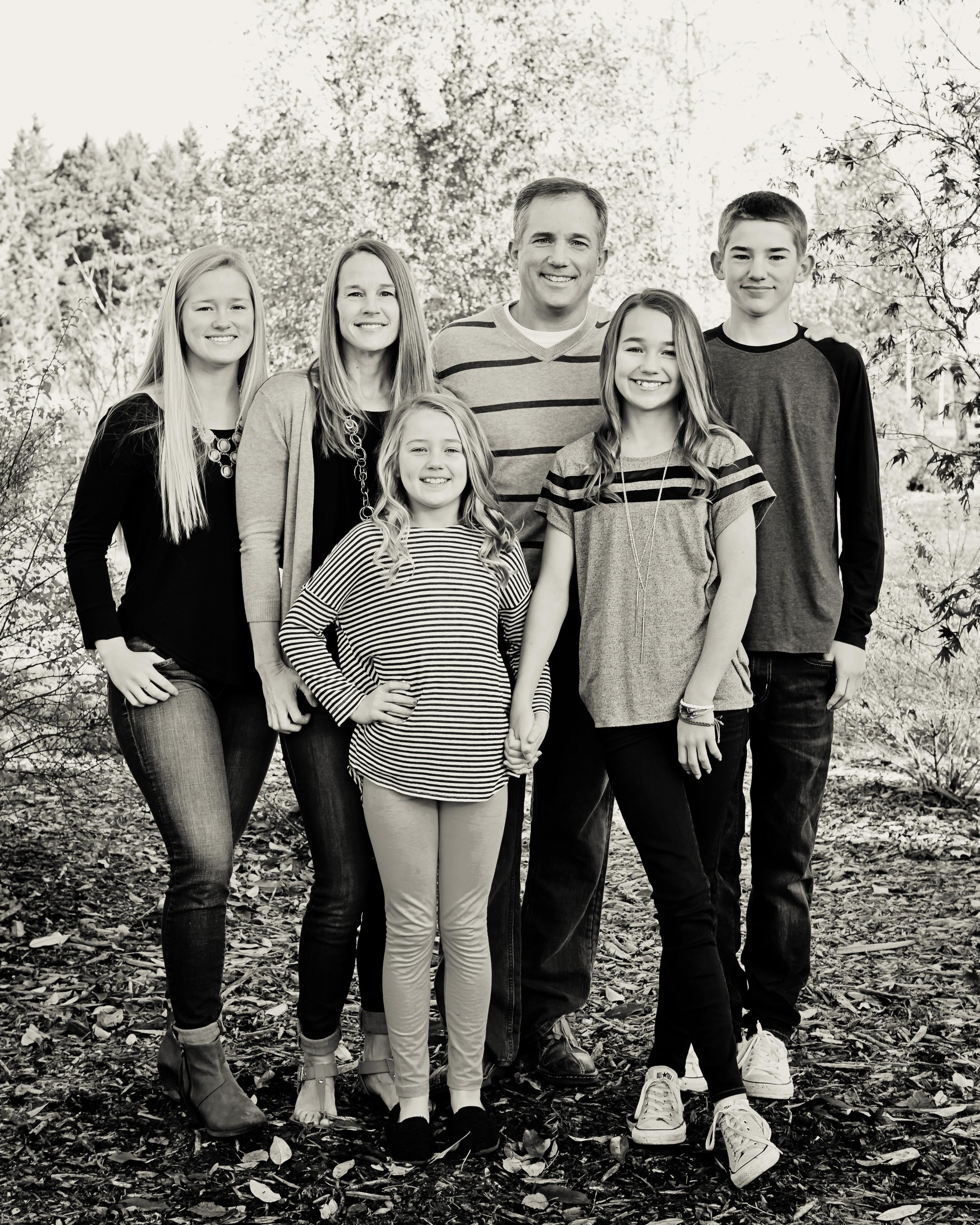 Mini Session - Werts - Family standing.jpg